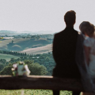 norwegian wedding in Tuscany, couple in front of tuscan countryside