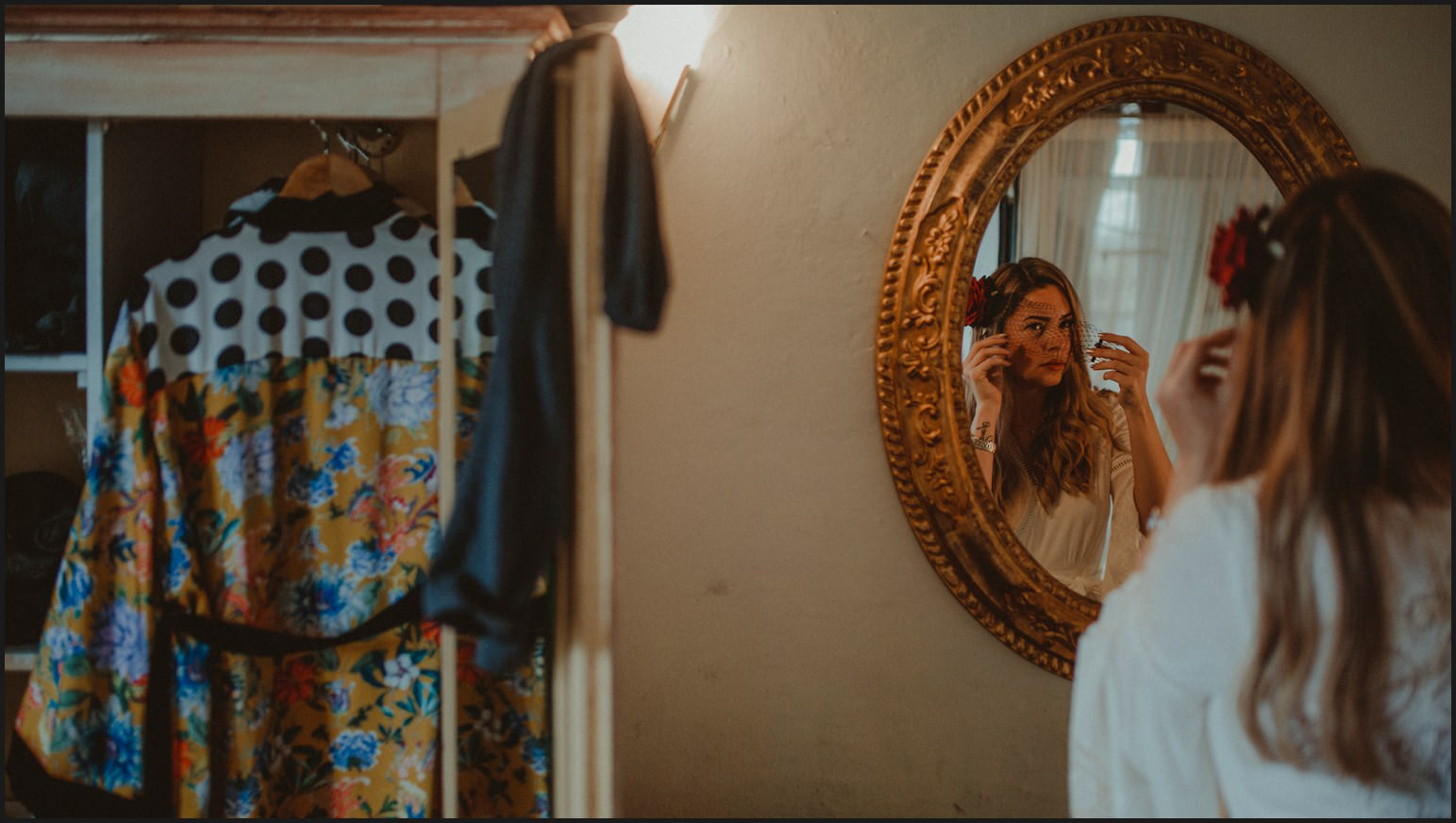 bride, mirror, hotel room, preparation