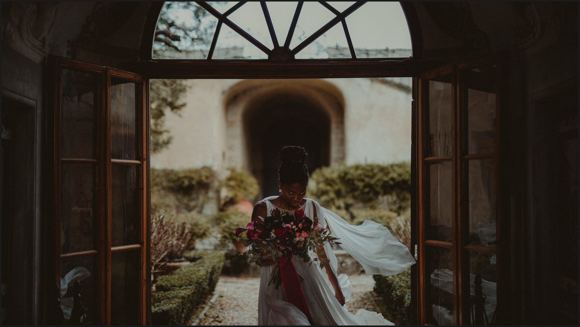 bride, wind, villa medicea di Lilliano, wedding