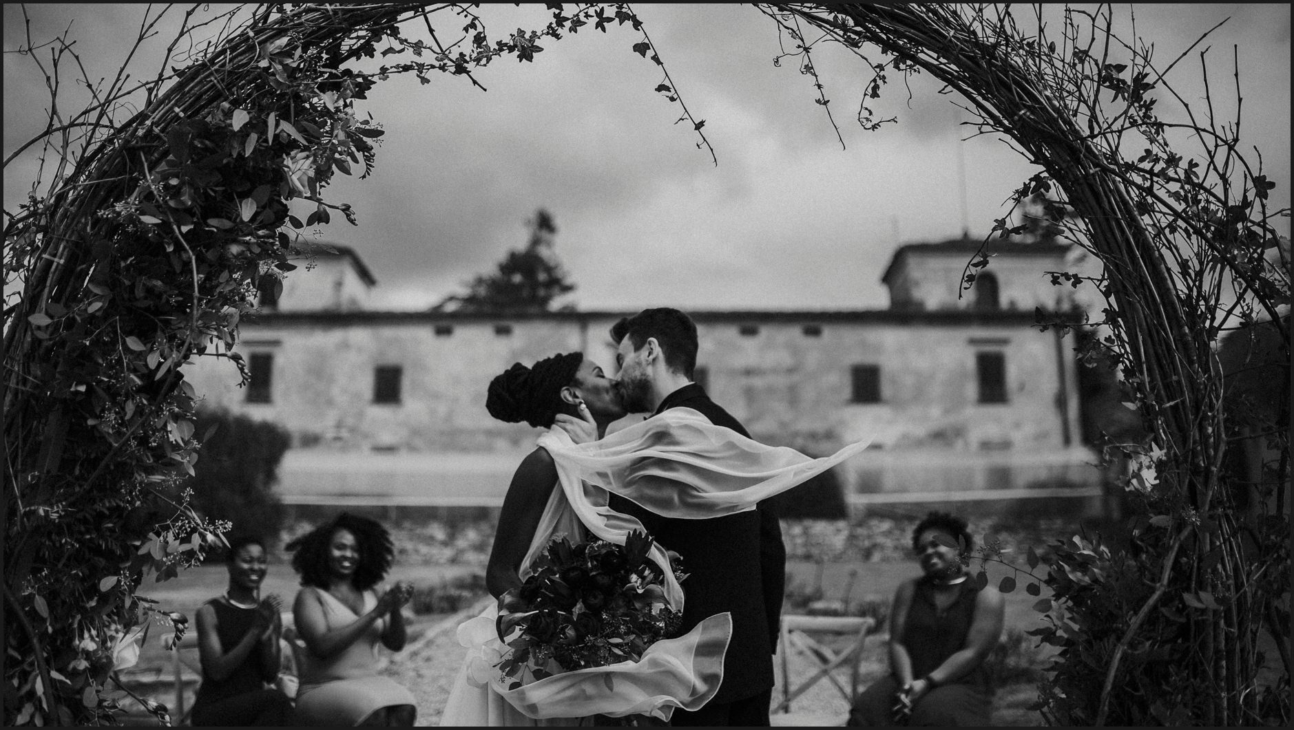 black and white, bride, groom, ceremony, wedding, villa medicea di lilliano, kiss