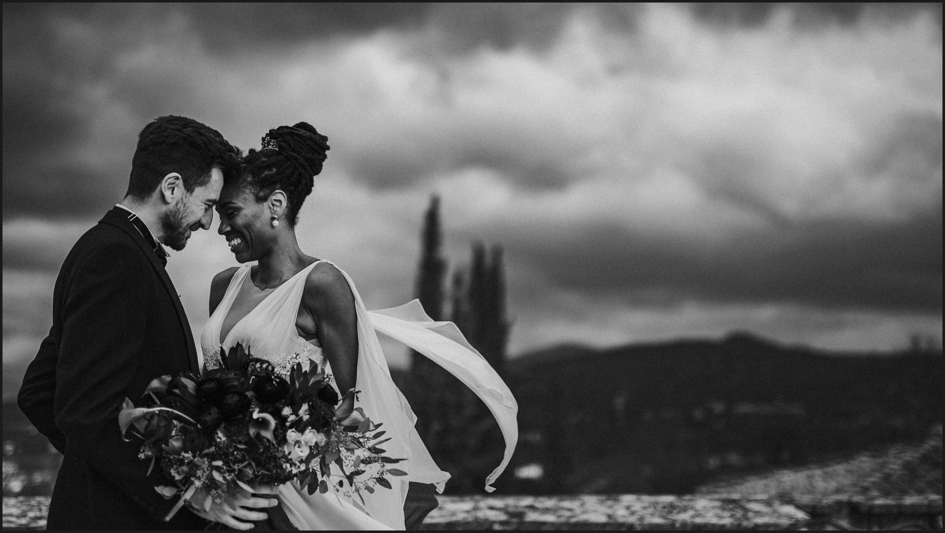 bride, groom, villa medicea di lilliano, wedding, tuscany, portrait, intimate, black and white