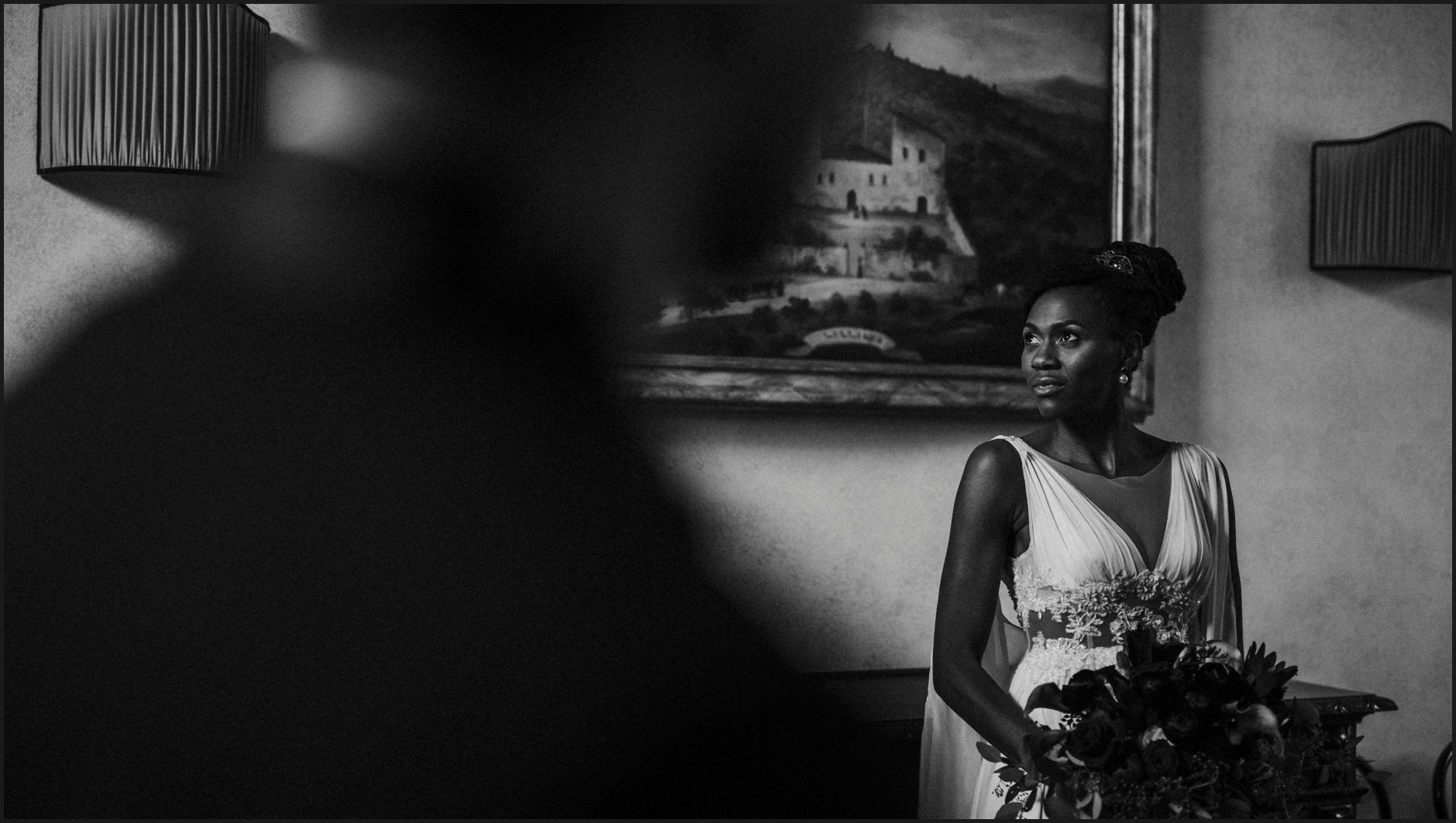wedding, bride, villa medicea di lilliano, portrait, indoor, natural light, black and white
