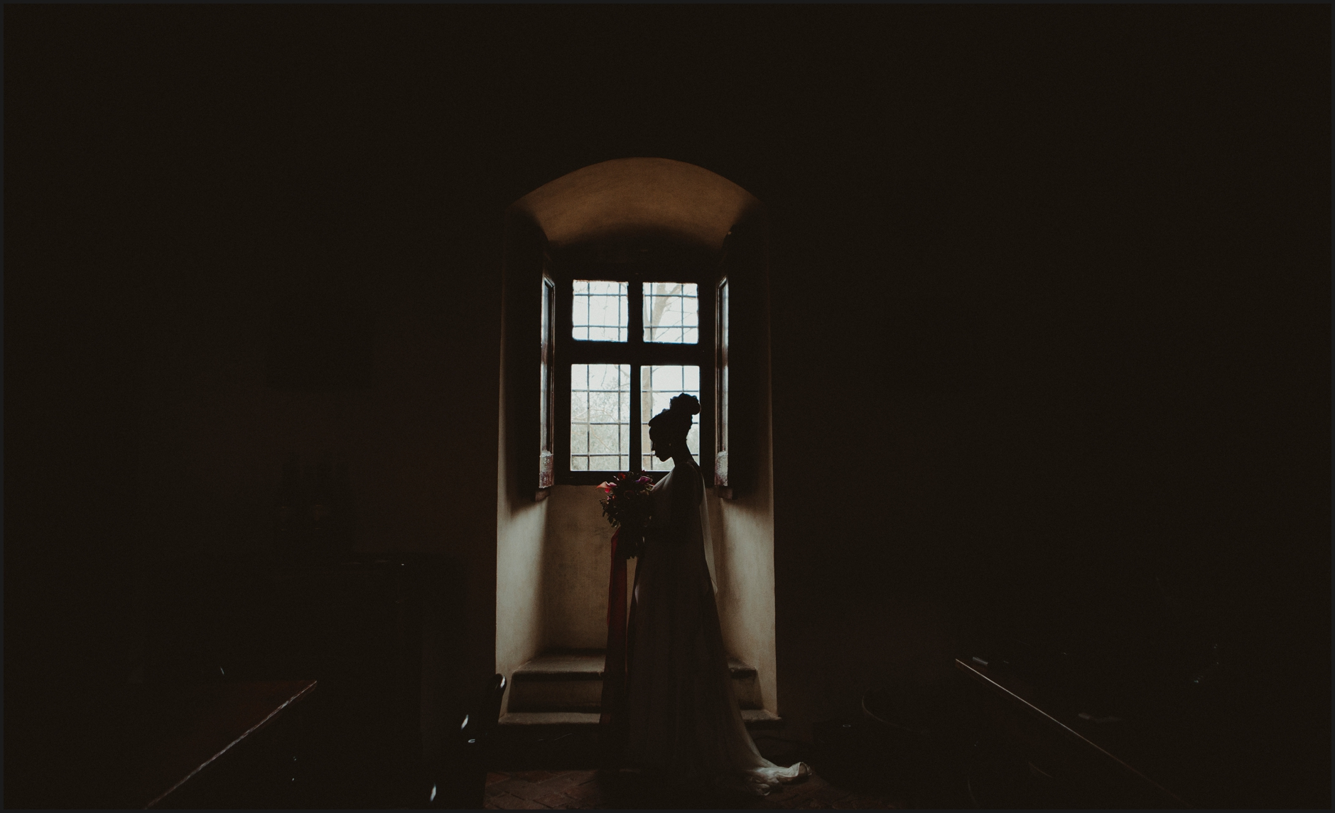 wedding, bride, groom, villa medicea di lilliano, portrait, indoor, villa's interior, tuscany