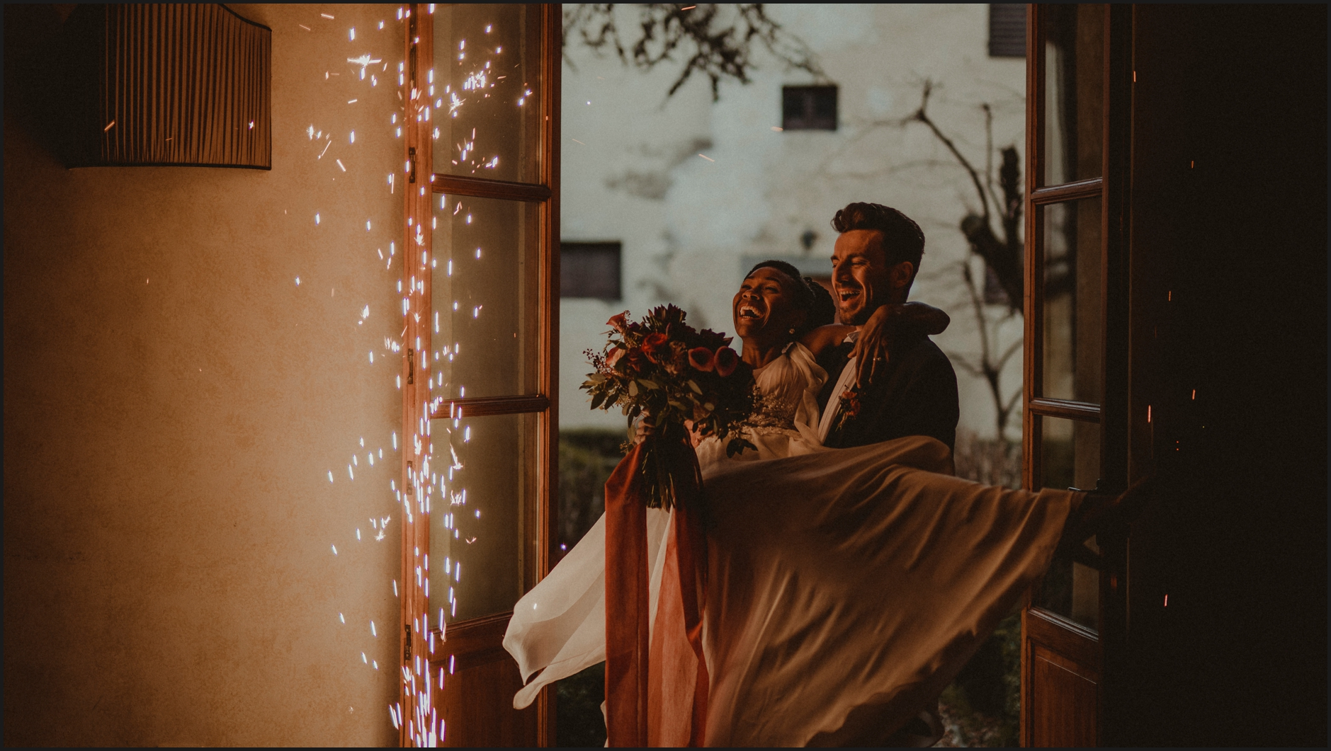 wedding, bride, groom, villa medicea di lilliano, portrait, indoor, villa's interior, tuscany, special effects, fireworks