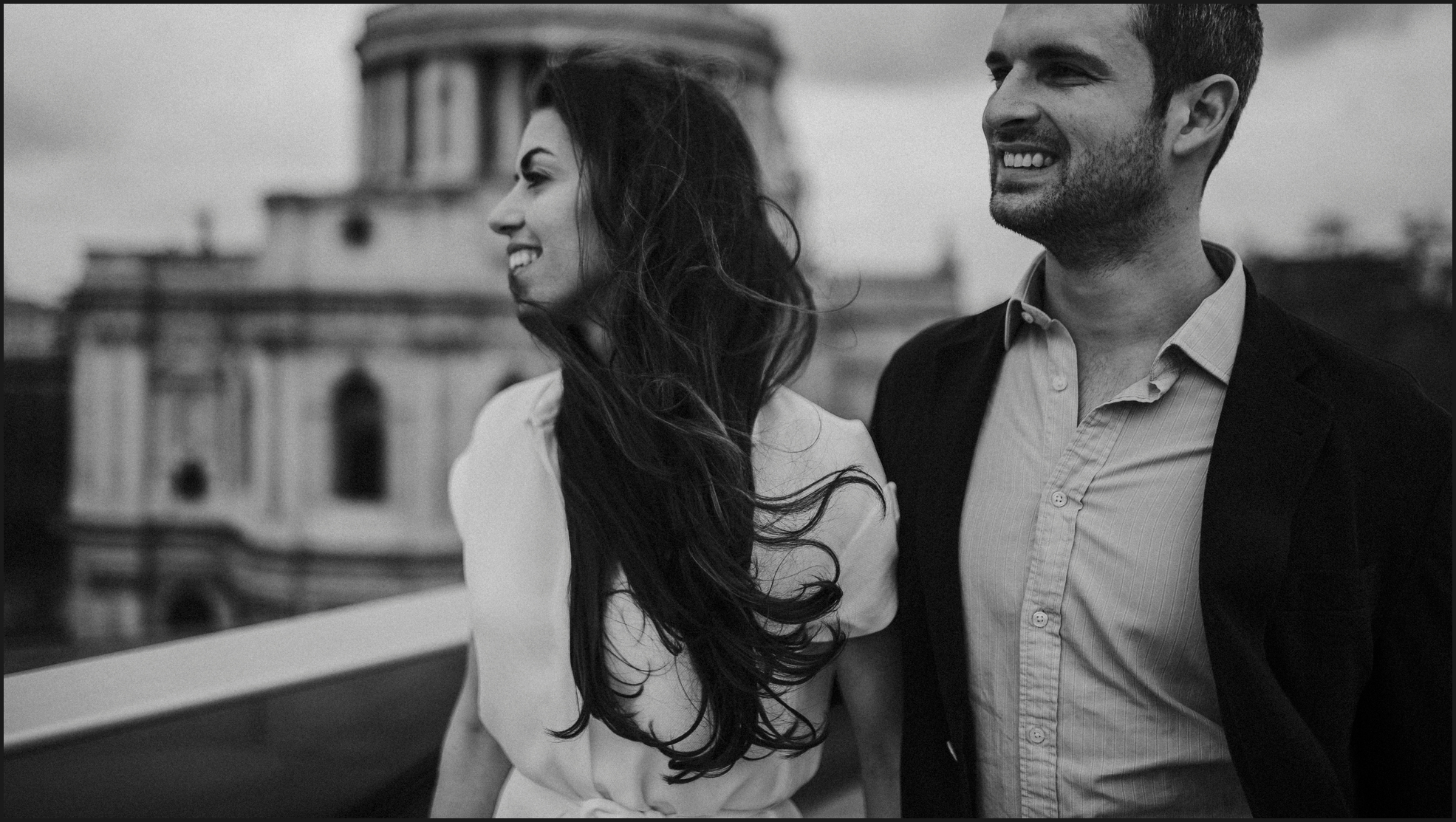 black and white, london, engagement photosession, smiles, love