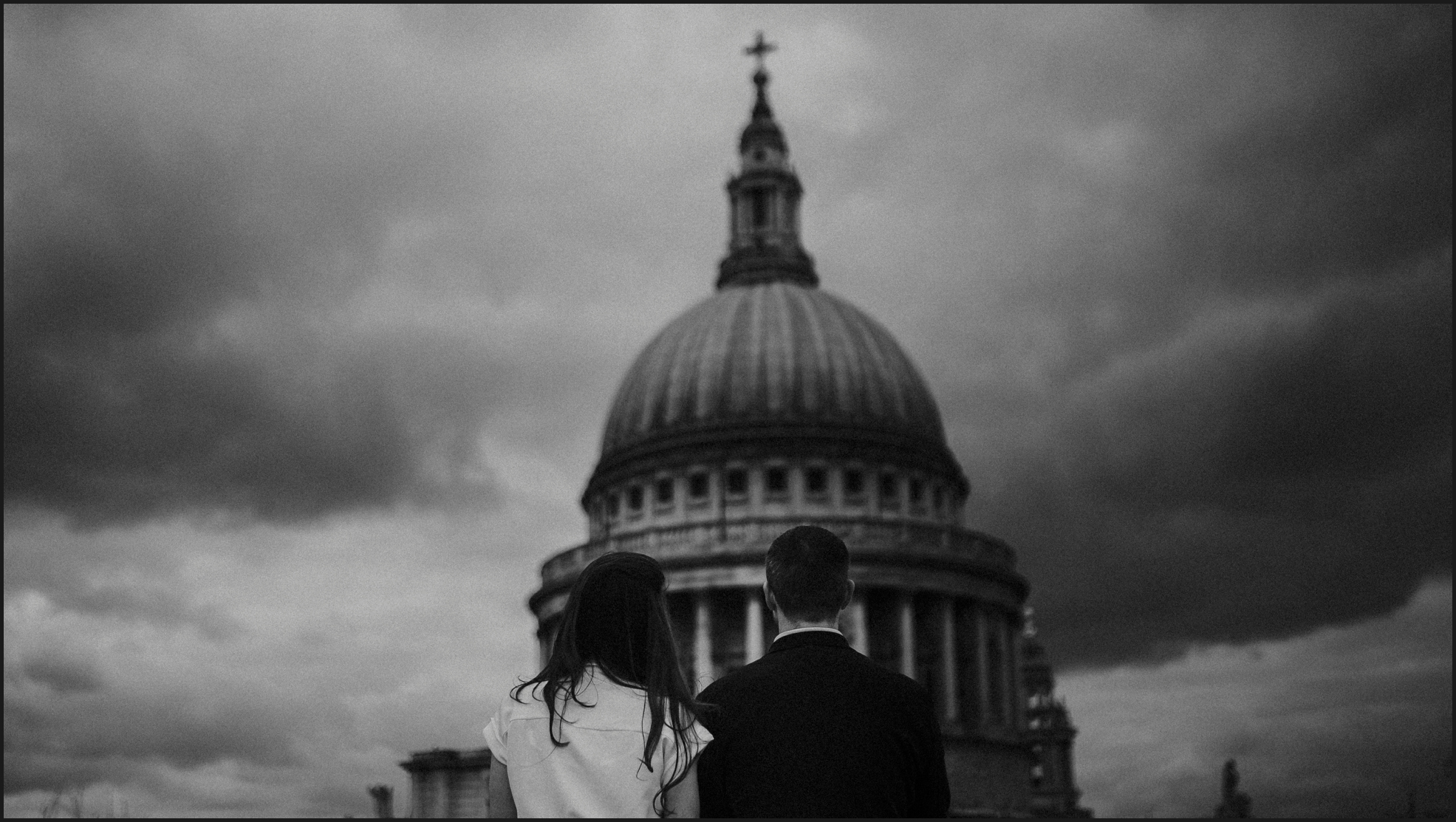 black and white, london, engagement photosession, st paul's cathedral, couple