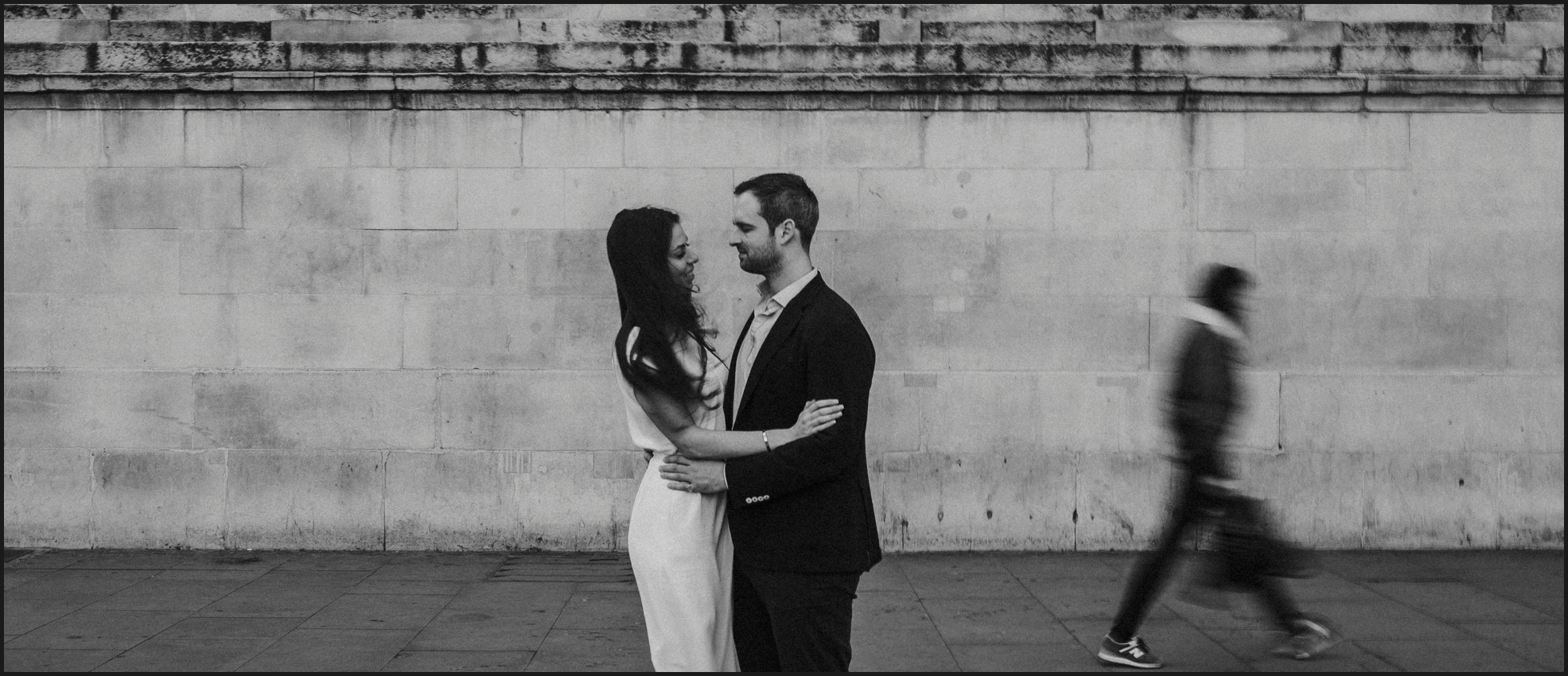 london, engagement photosession, black and white, couple, love