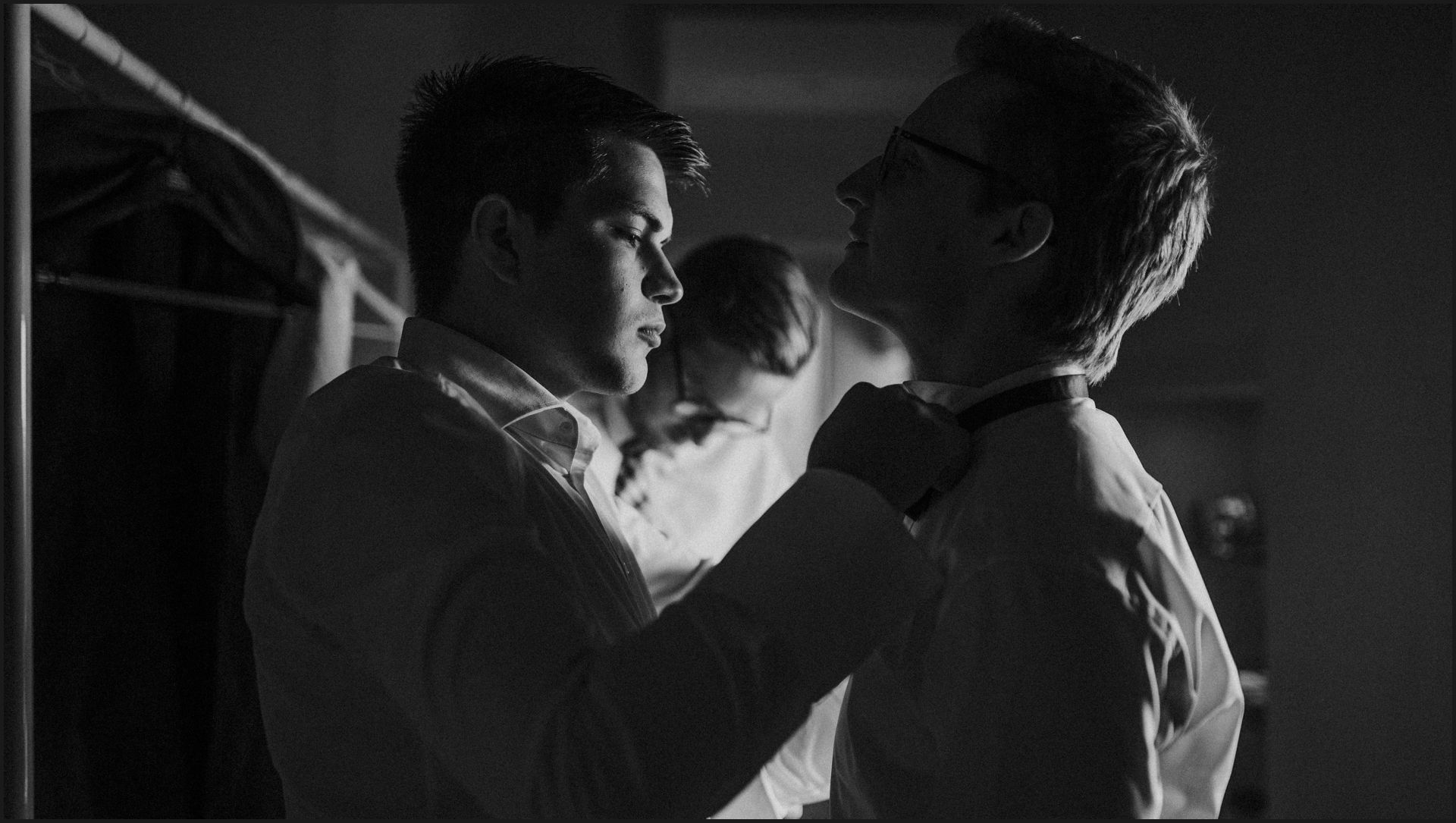 black and white, groom, preparation, skirt, umbria, nikis resort, friend