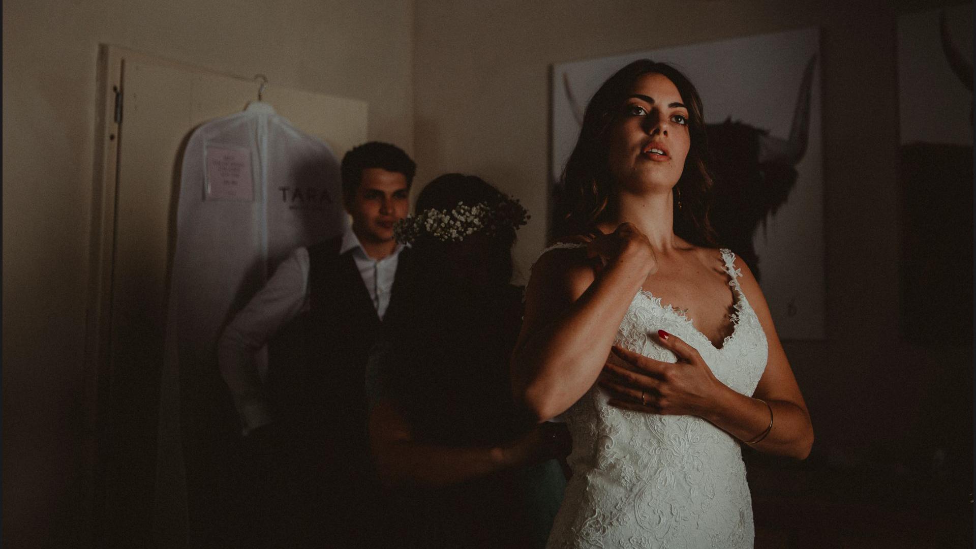bride, wedding dress, getting ready, wedding, umbria