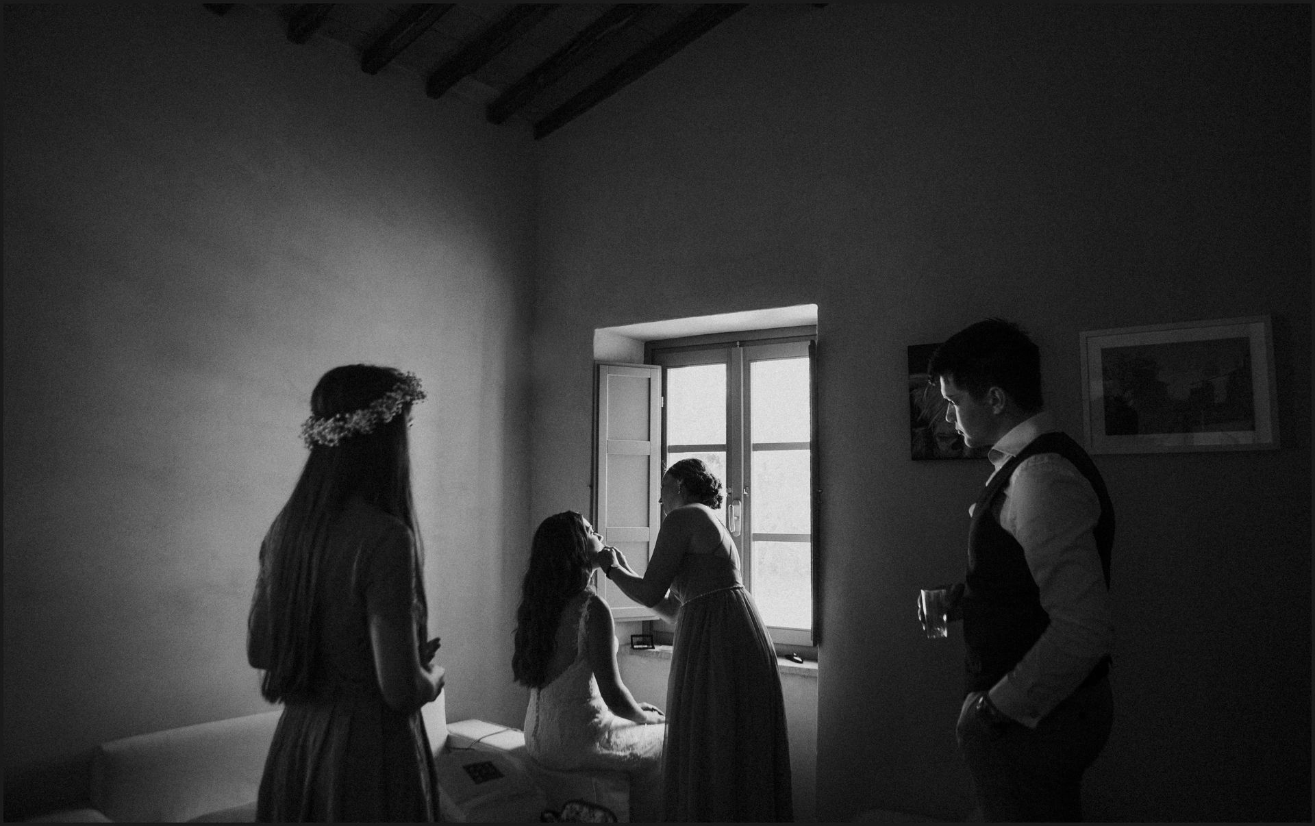 bride, wedding dress, getting ready, wedding, umbria, black and white