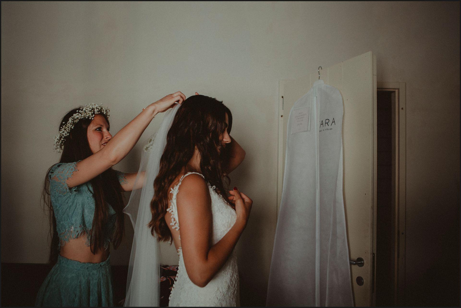 bride, wedding dress, getting ready, wedding, umbria, veil