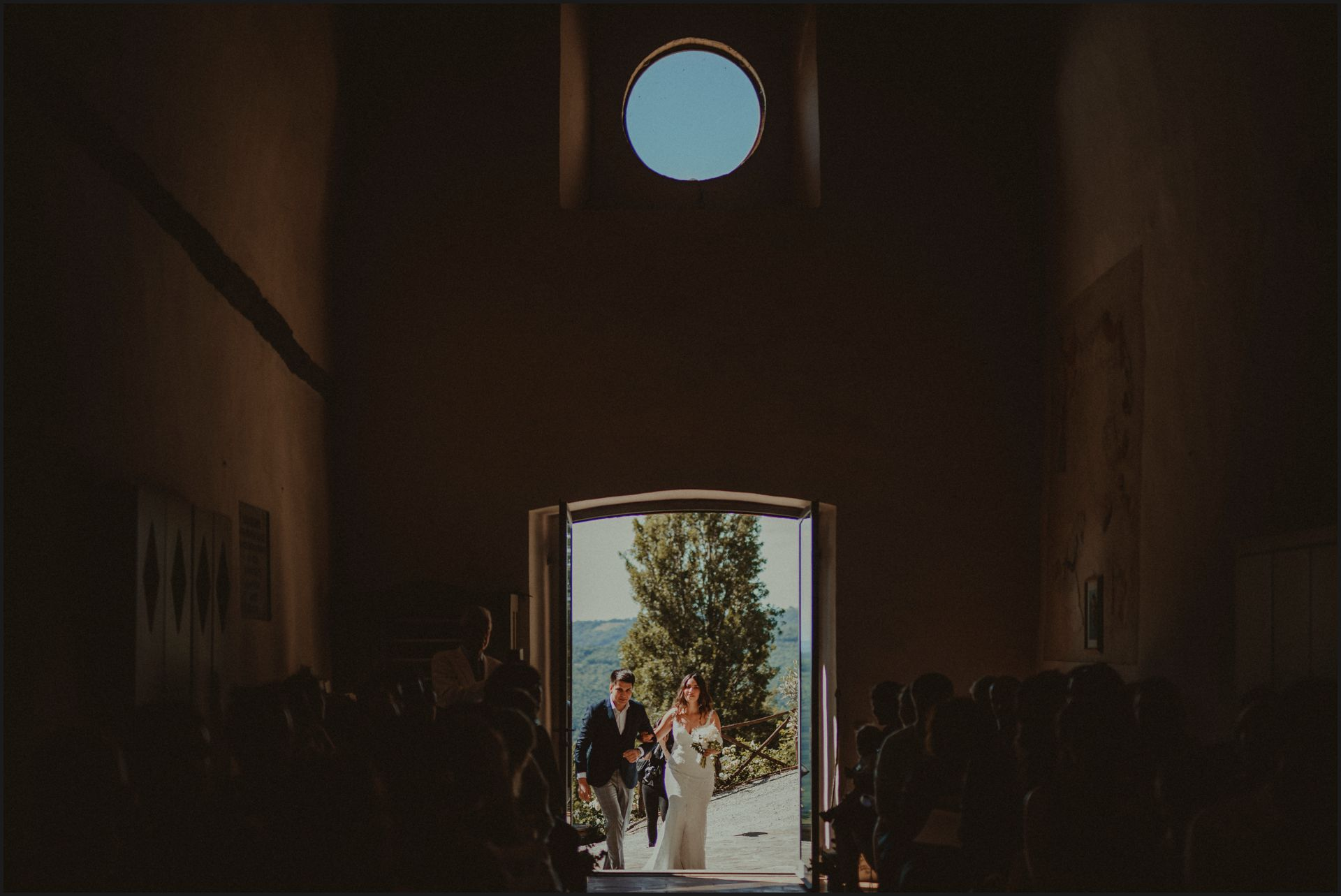 bride, ceremony, wedding, umbria, aisle