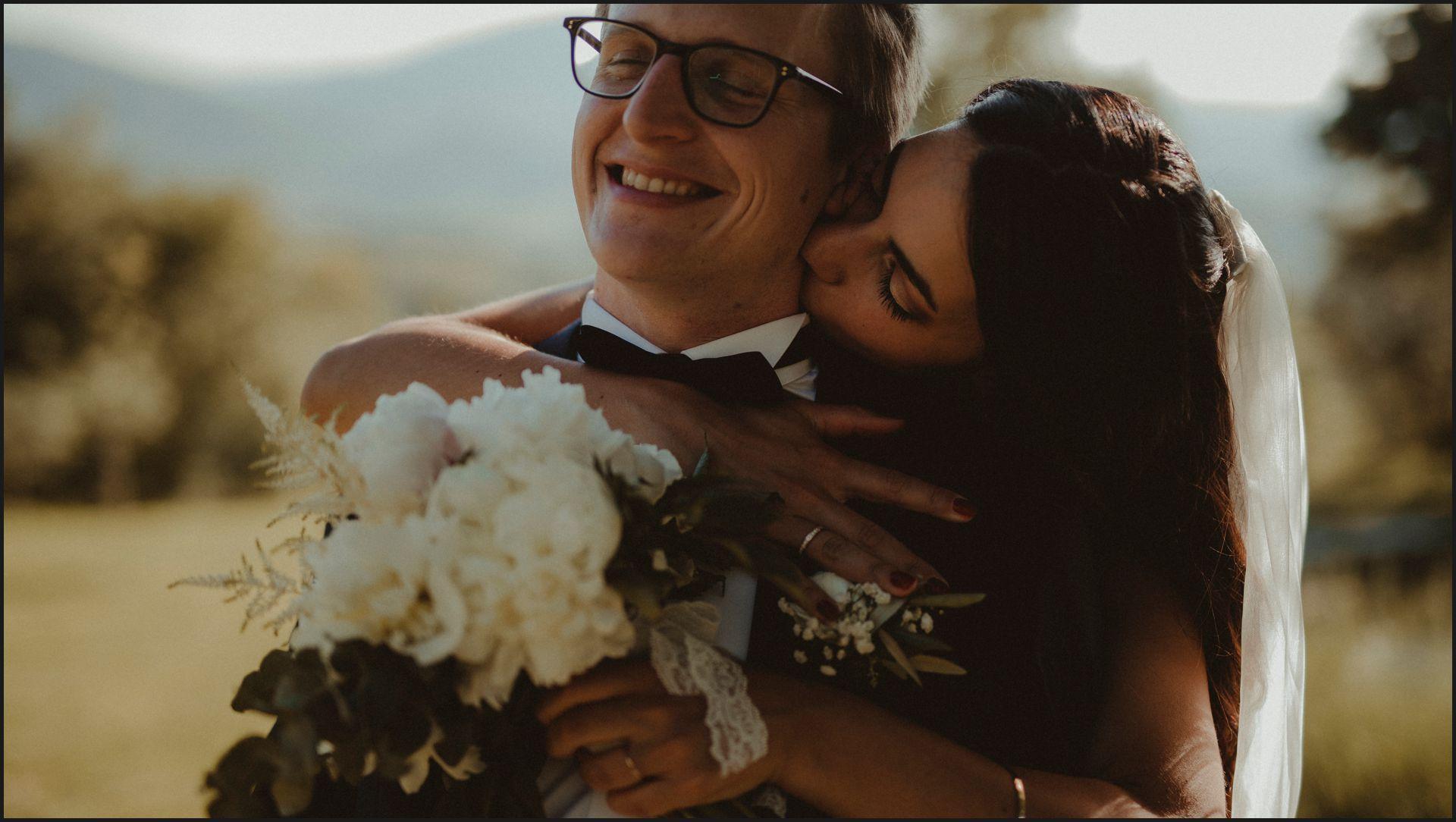 bride, groom, romance, kiss, love, wedding, umbria, nikis resort