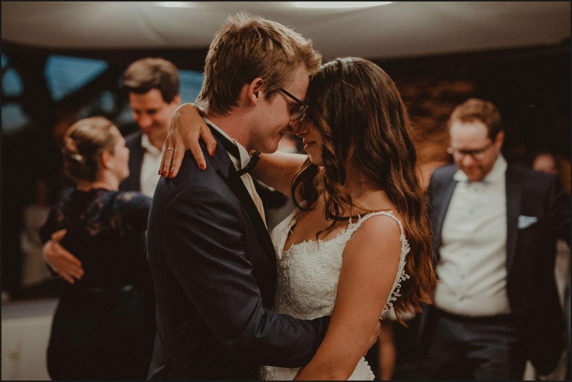 first dance, bride, groom, wedding, umbria, nikis resort, love, kiss, passion