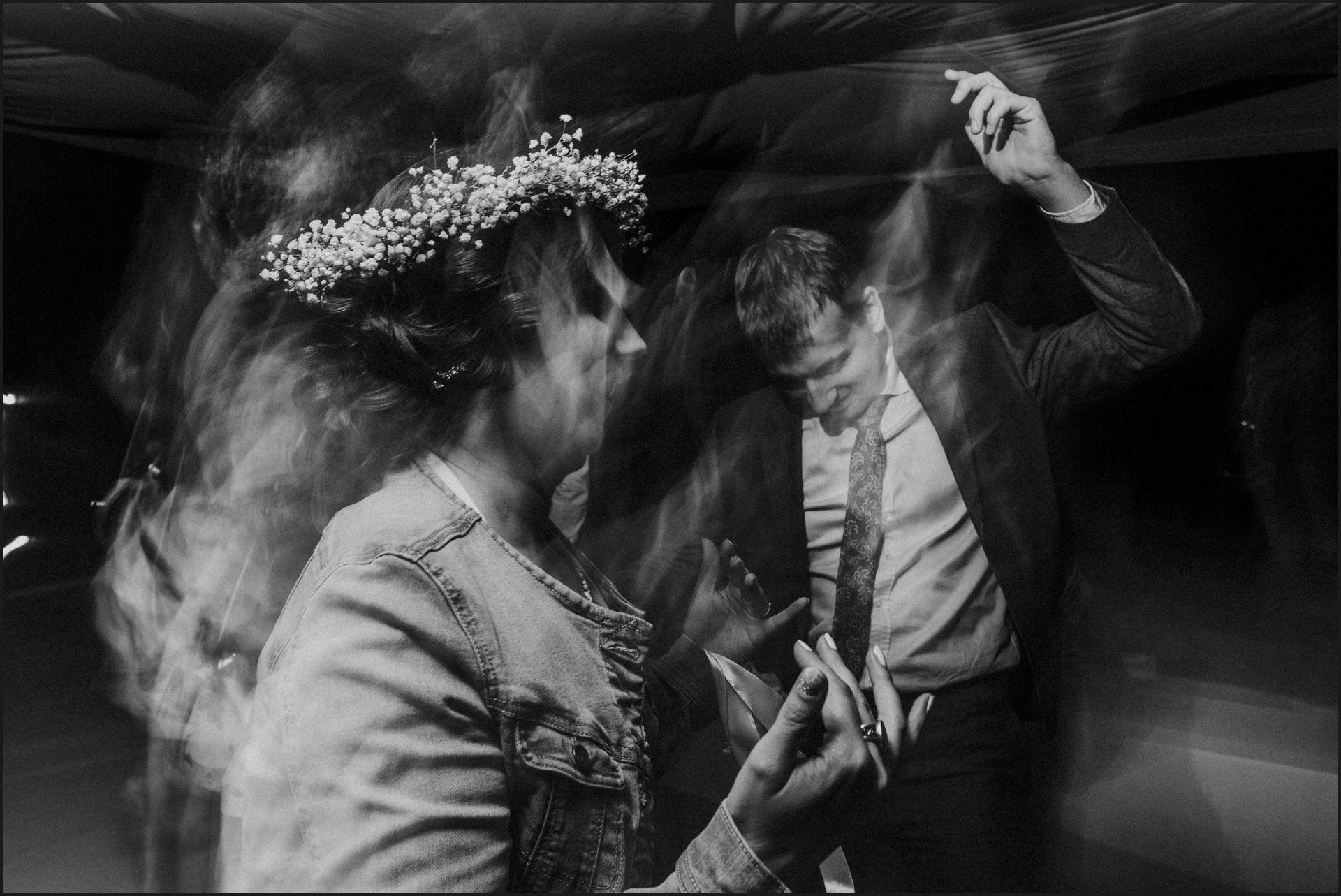 wedding, party, umbria, nikis resort, bride, groom, black and white