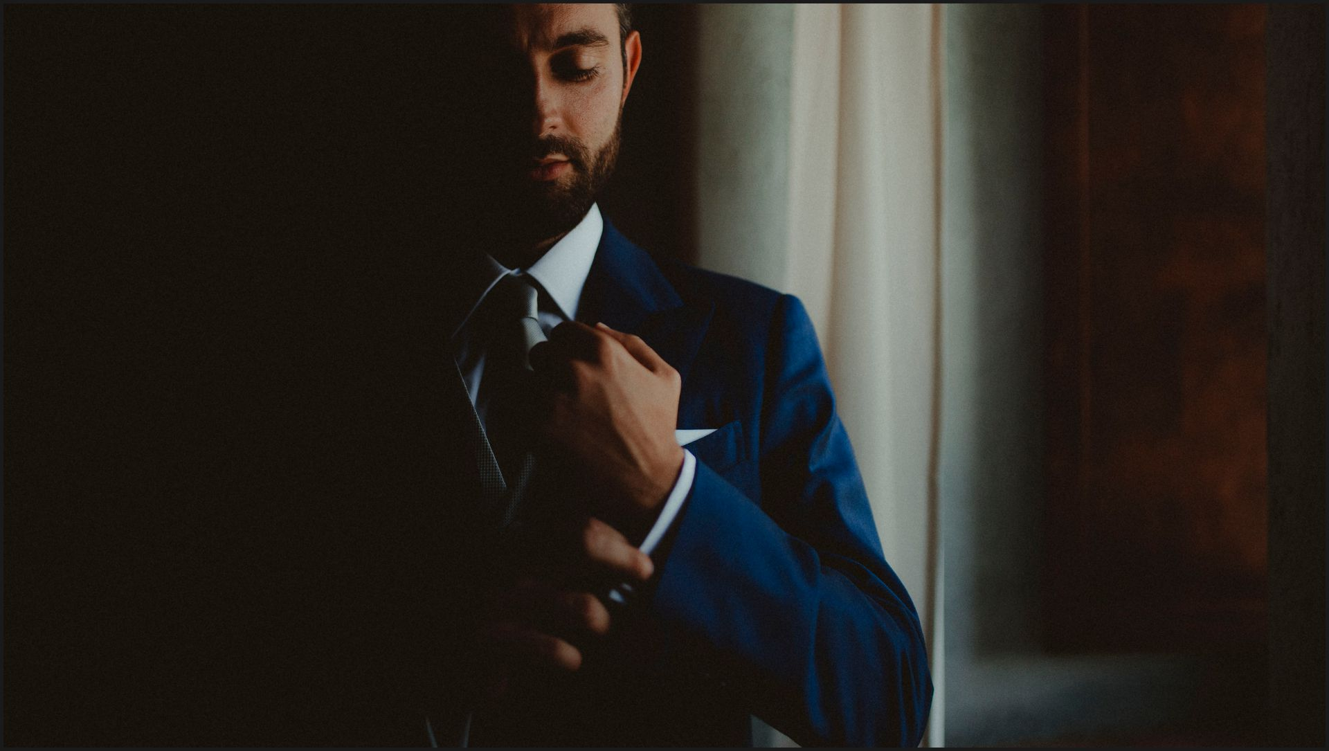 tenuta di canonica, umbria, wedding, groom, preparation, light