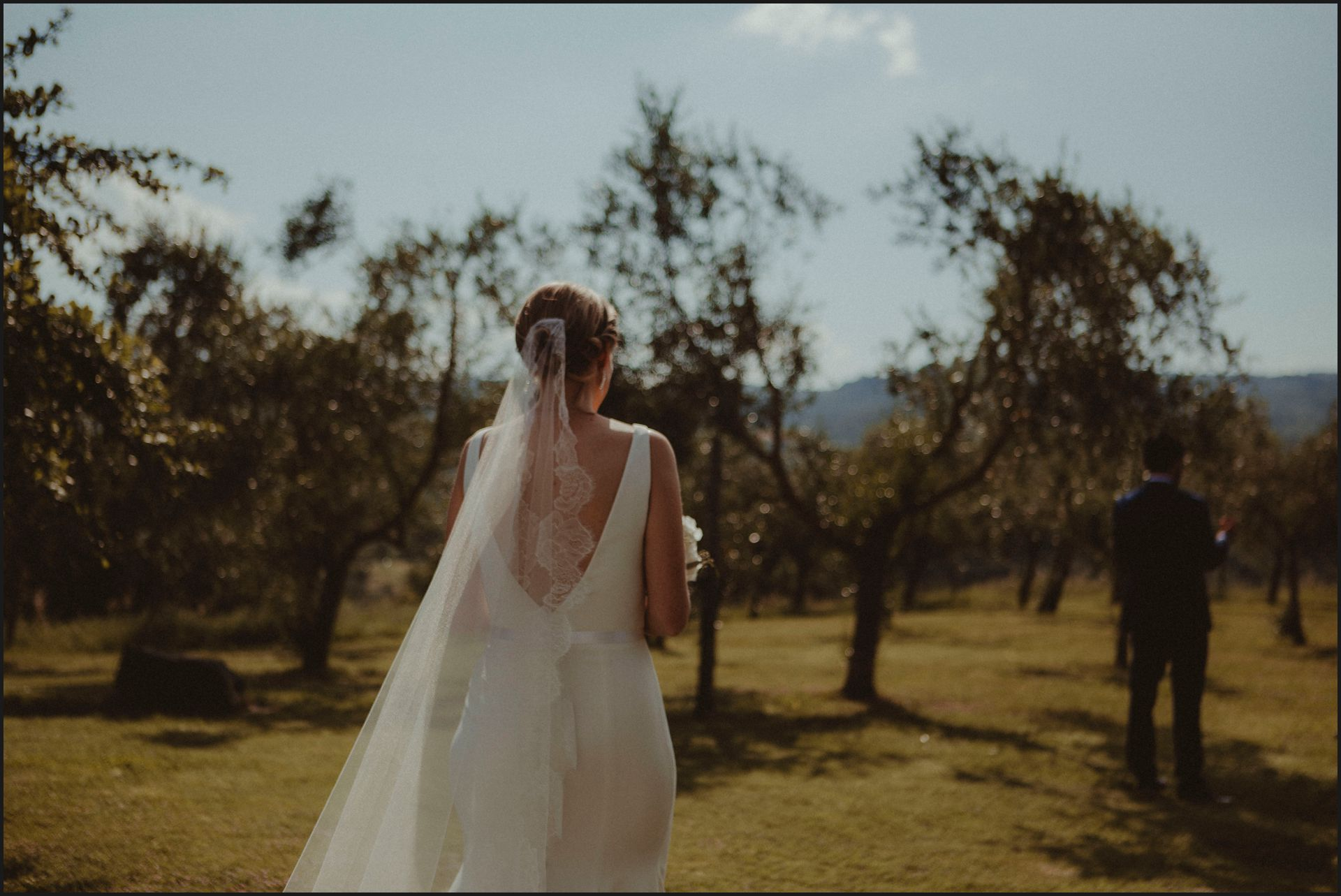 tenuta di canonica, umbria, wedding, first look, bride, groom