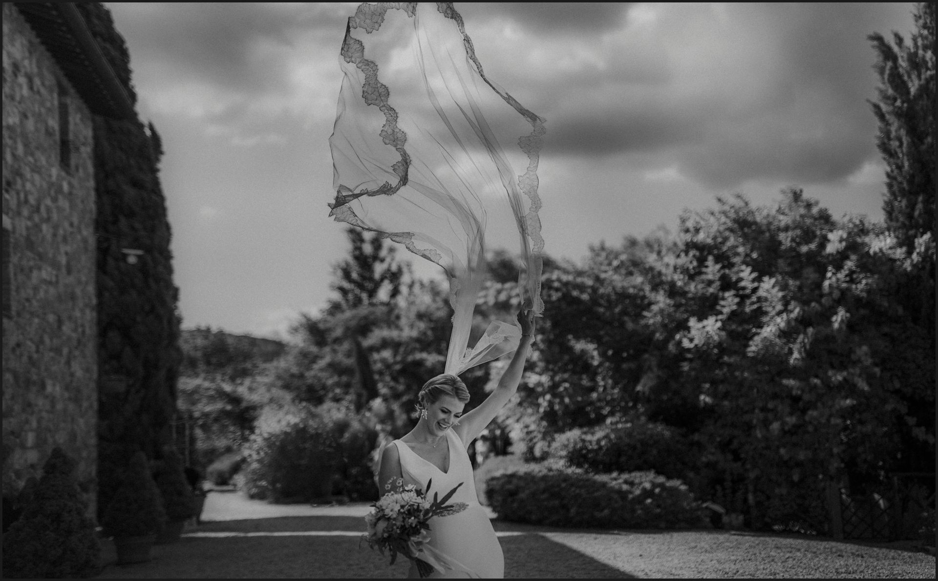 tenuta di canonica, umbria, wedding, ceremony, country, black and white, veil, wind