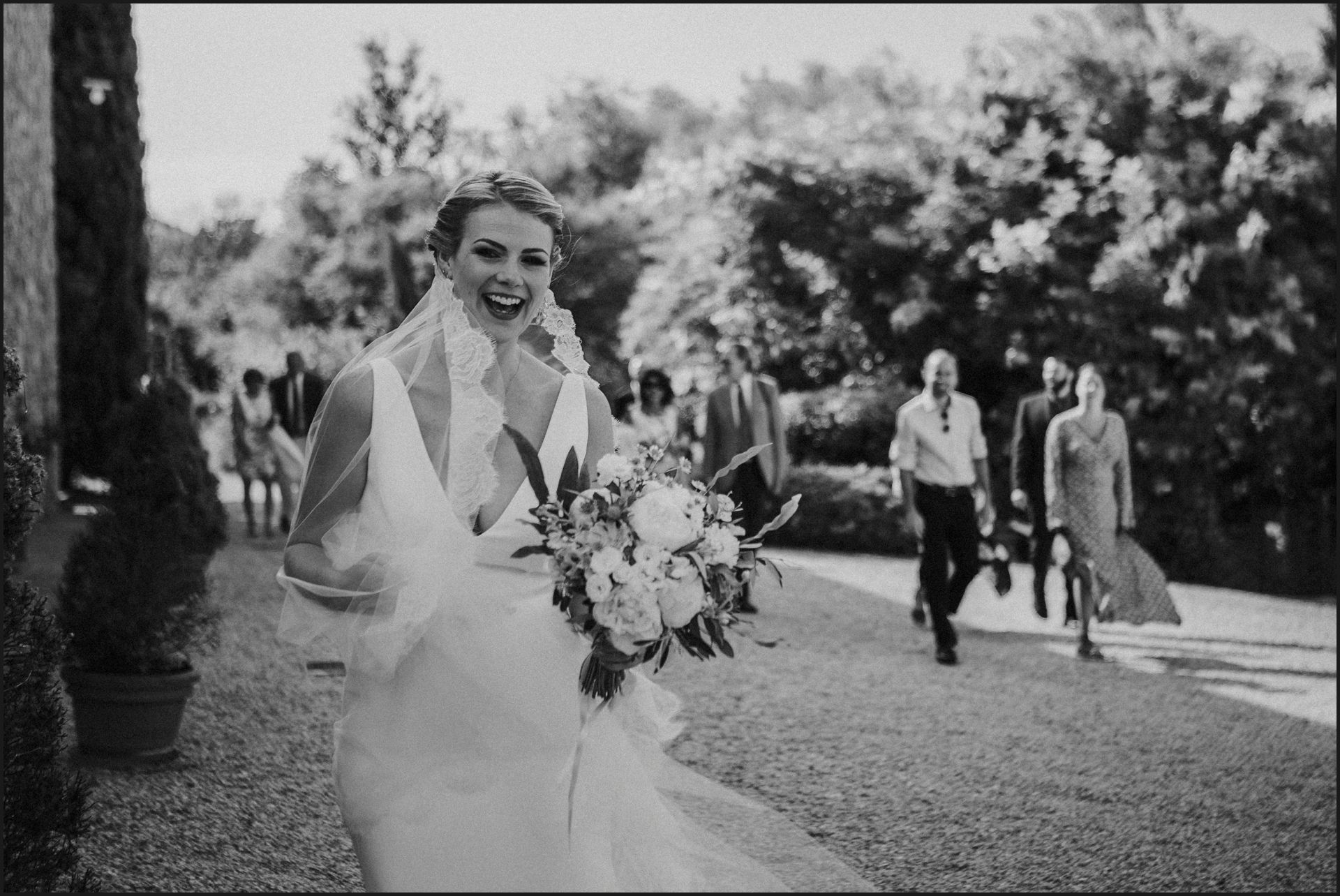 tenuta di canonica, umbria, wedding, ceremony, country, black and white