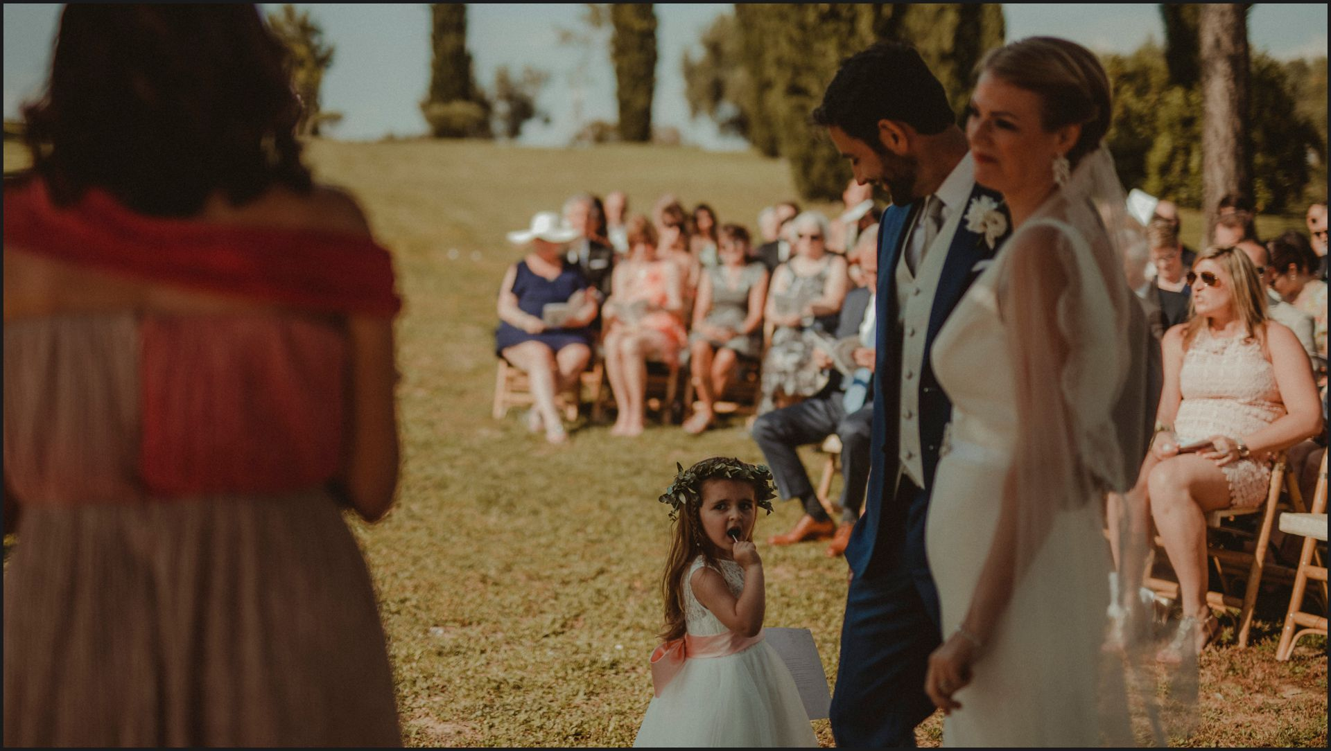 tenuta di canonica, umbria, wedding, ceremony, country, bride, groom, kid, funny