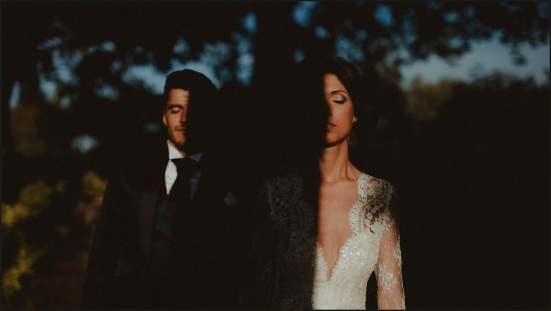 chianti, tuscany, antica fattoria di paterno, wedding, portrait, bride, groom, light, shadow