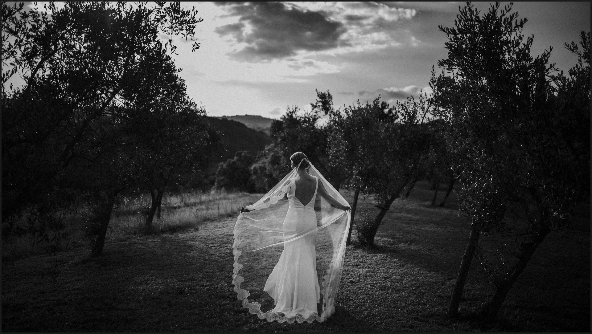 tenuta di canonica, umbria, wedding, bride, groom, love, veil, black and white
