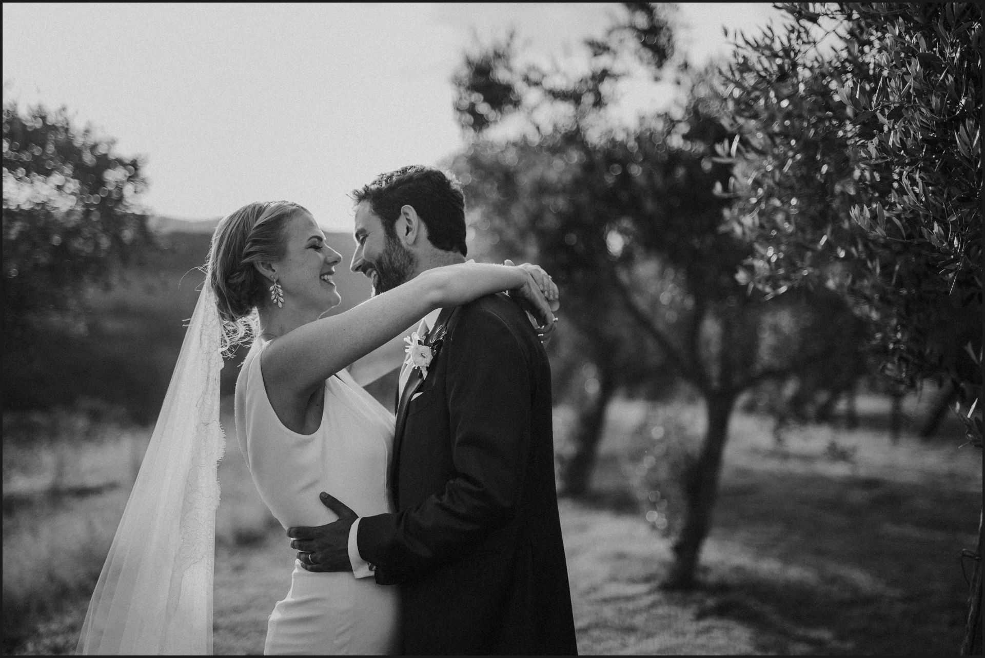 tenuta di canonica, umbria, wedding, bride, groom, love, black and white, funny