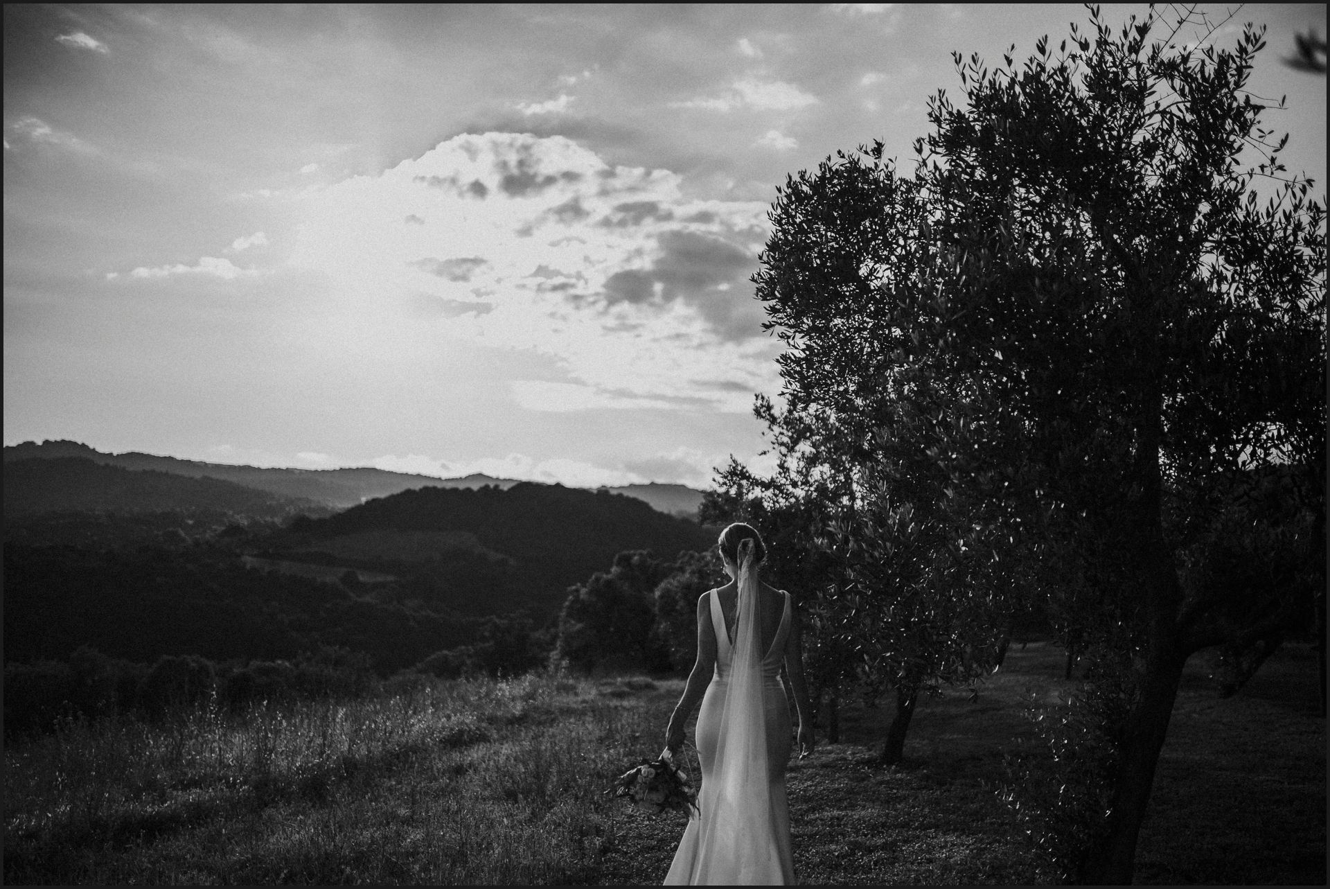 tenuta di canonica, umbria, wedding, bride, groom, love, black and white, elegance