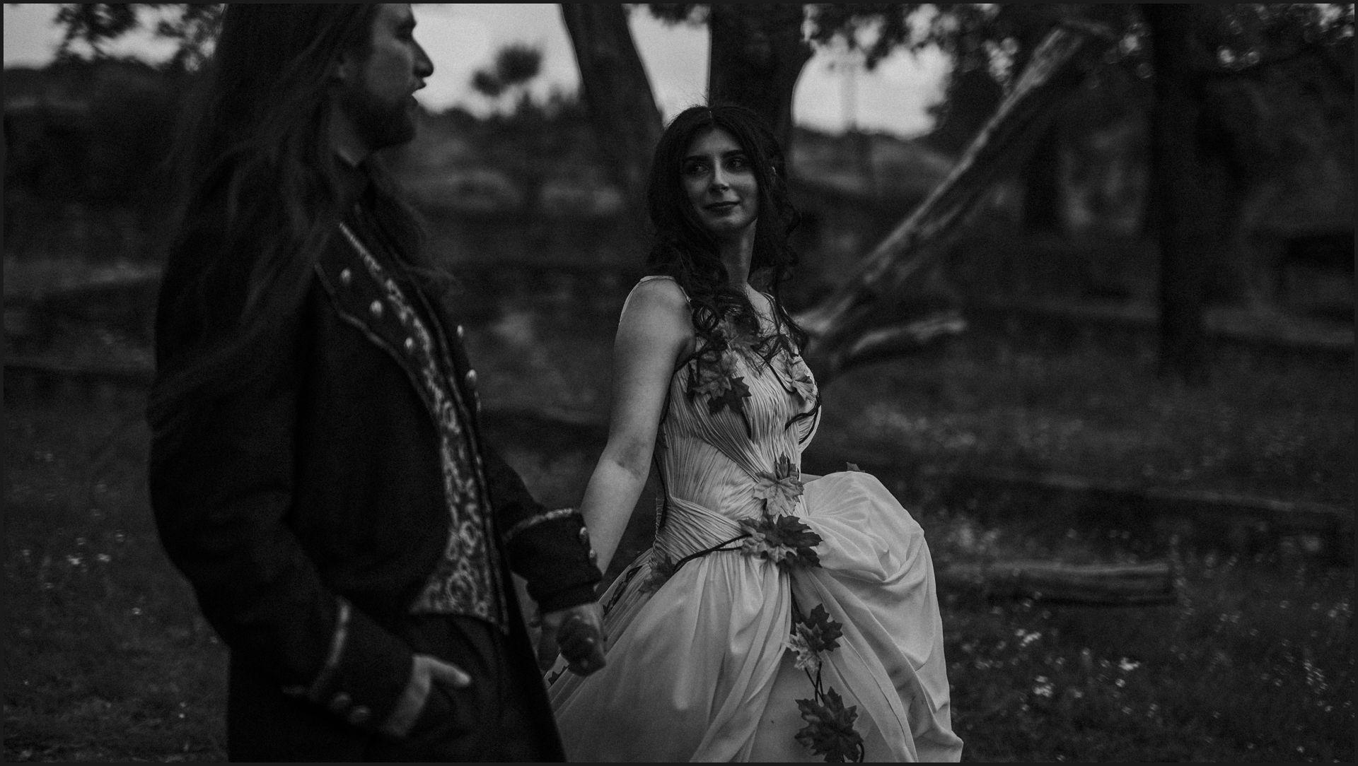 black and white, bride, groom, romantic, tuscany, alternative wedding