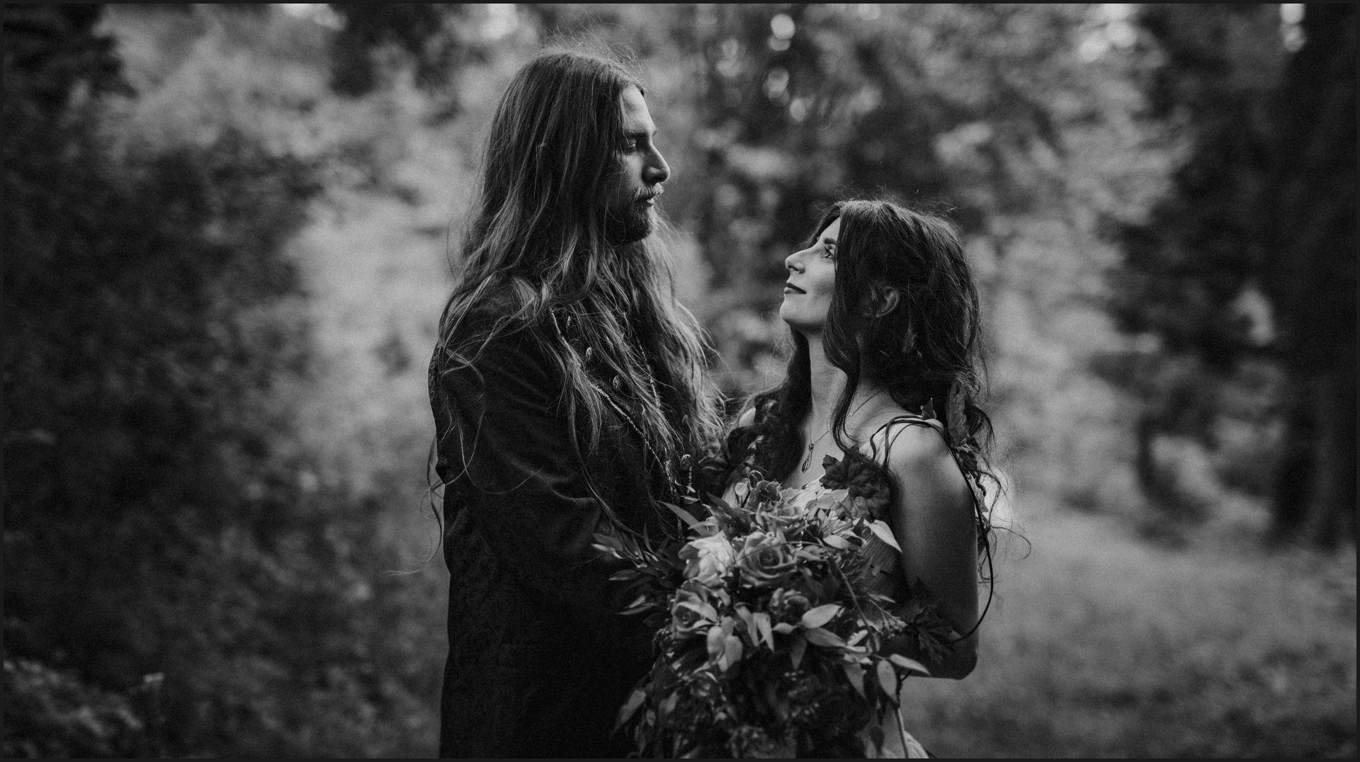 black and white, bride, groom, romantic, tuscany, alternative wedding, rustic wedding, Tuscany wedding