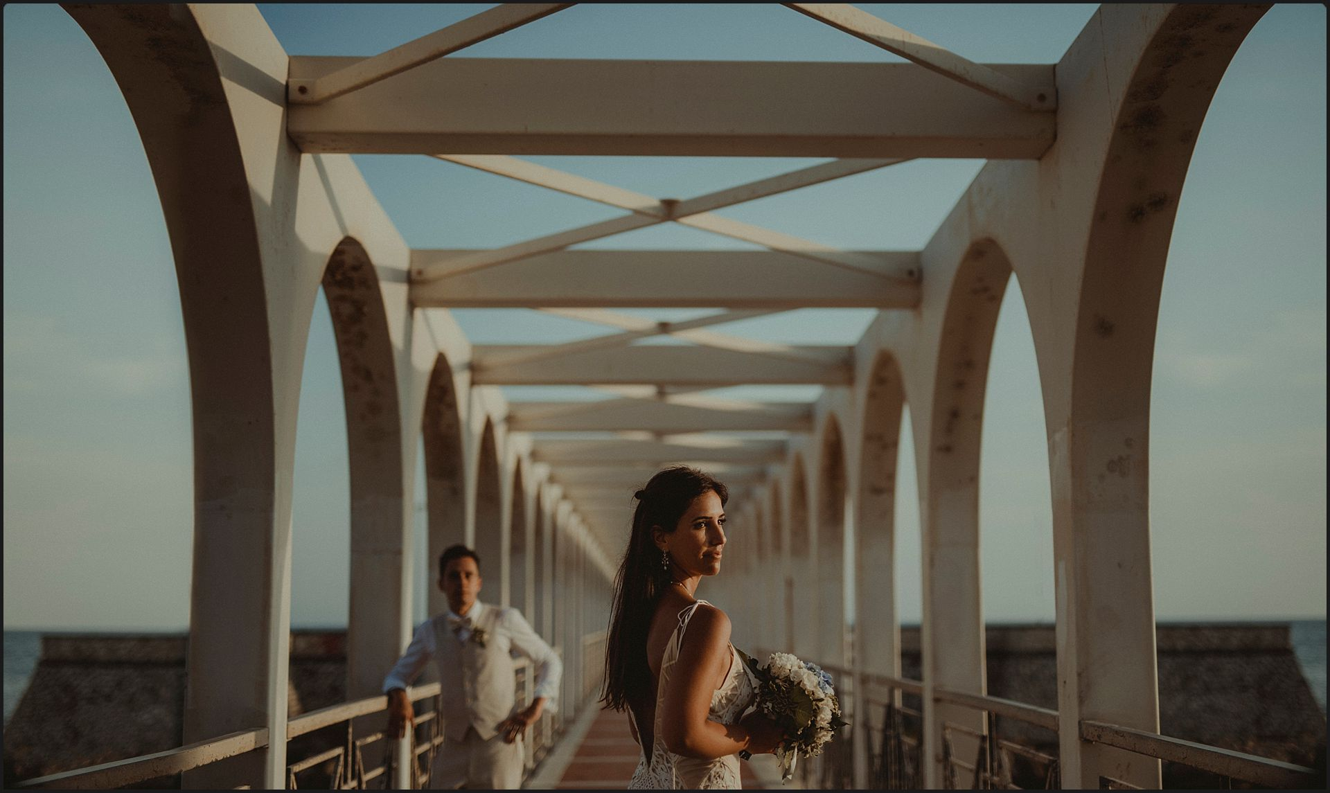 bride, groom, italy, wedding, bride, geometries, symmetry, bouquet