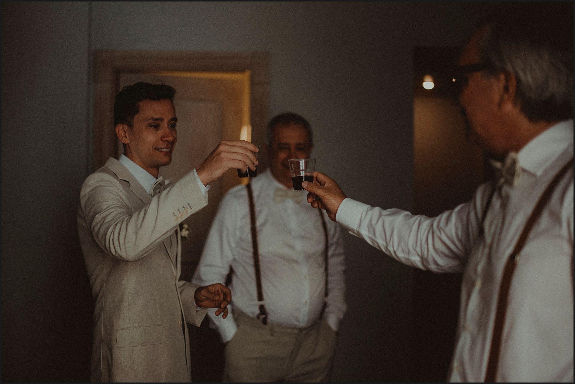toast, groom, preparation