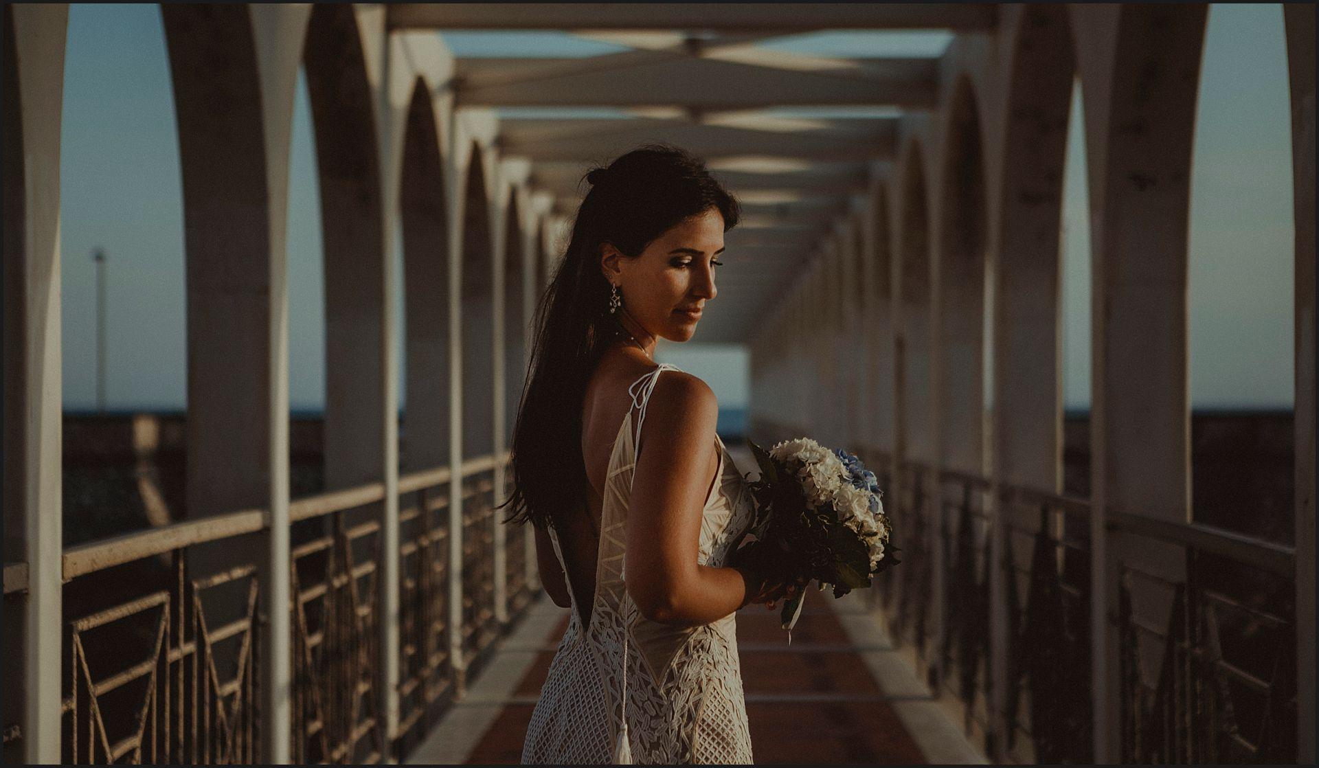 bride, italy,  wedding portrait, natural light, bridge, symmetry, grometries, seaside, flowers, bouquet, sunset, warm light