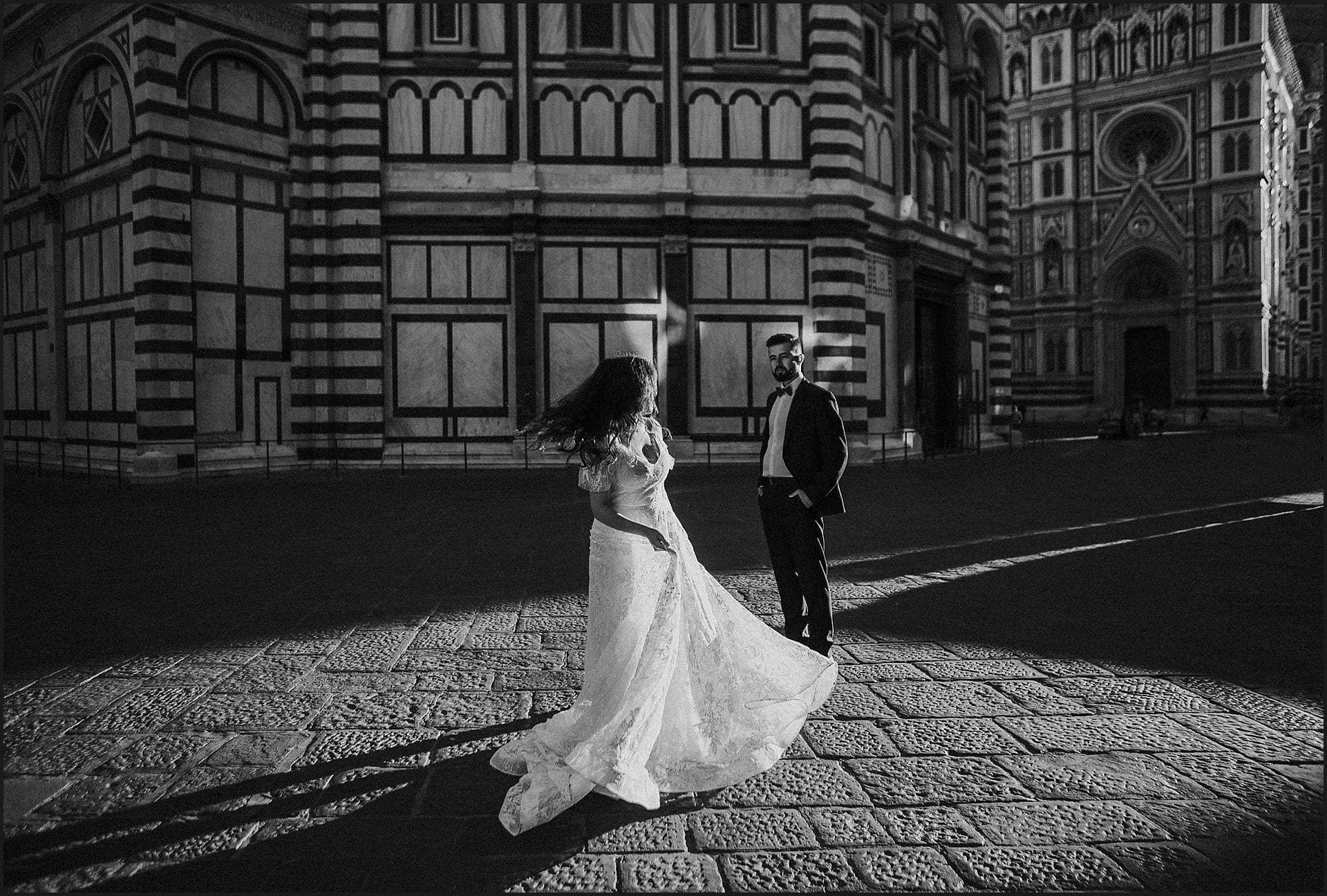 bride, groom, wedding dress, florence, piazza del duomo, wedding in tuscany