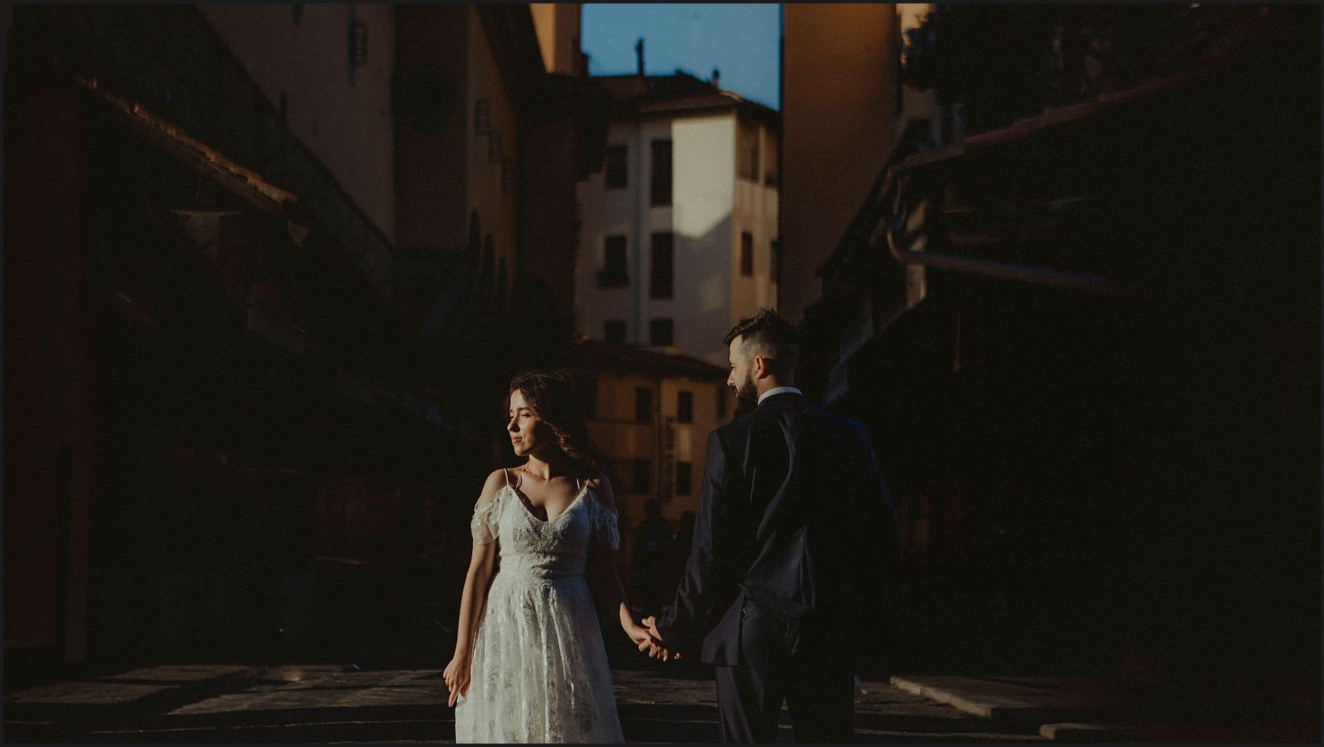 bride and groom, destination wedding, elopement, wedding in tuscany, ponte vecchio, old bridge, florence, tuscany