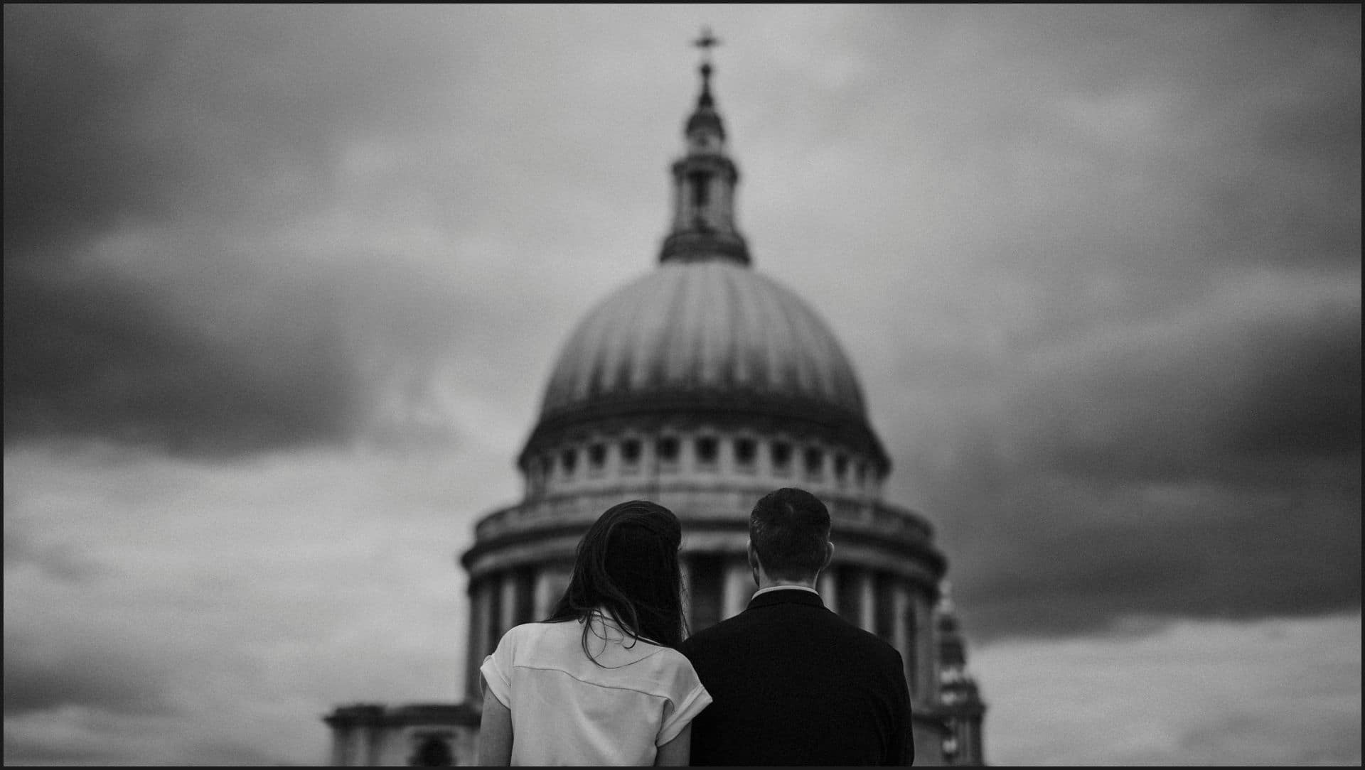 london, engagement, black and white