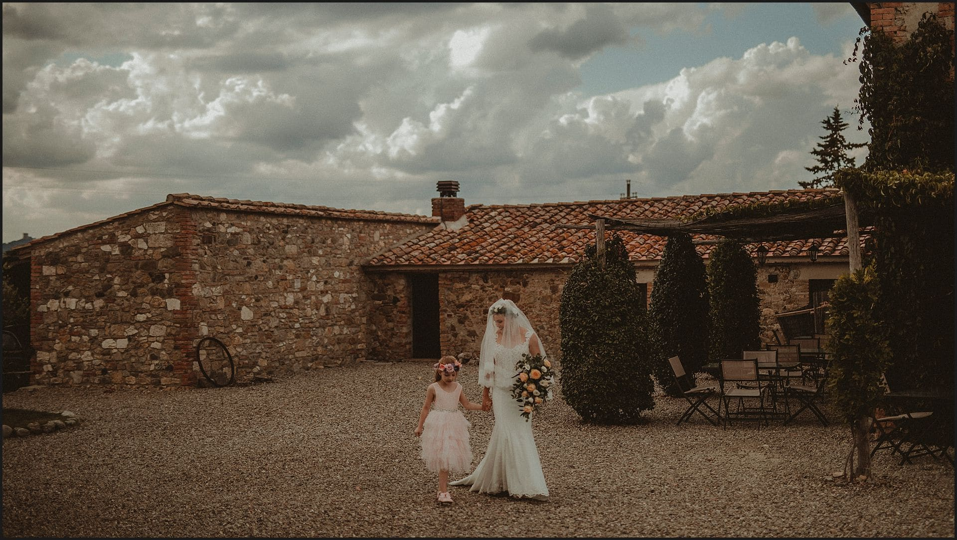 bride, daughter, intimate wedding, wedding dress, locanda in tuscany, val d'orcia, wedding in italy, bridemaid
