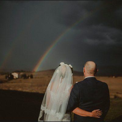 bride and groom, australian couple, rainbow, tuscan countryside, destination wedding photographer, elopement