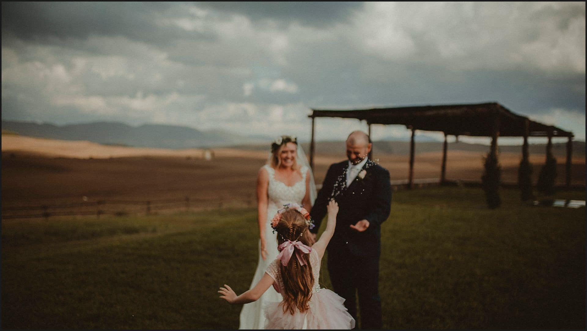 rice toss, bride and groom, australian couple, intimate wedding, elopement, val d'orcia, bridemaid