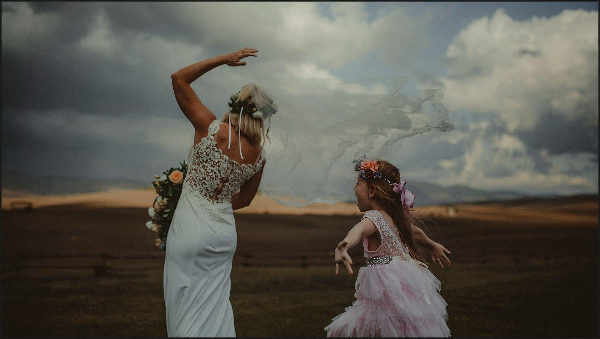 Bride, happy moment, bridemaid, locanda in tuscany, val d'orcia, siena