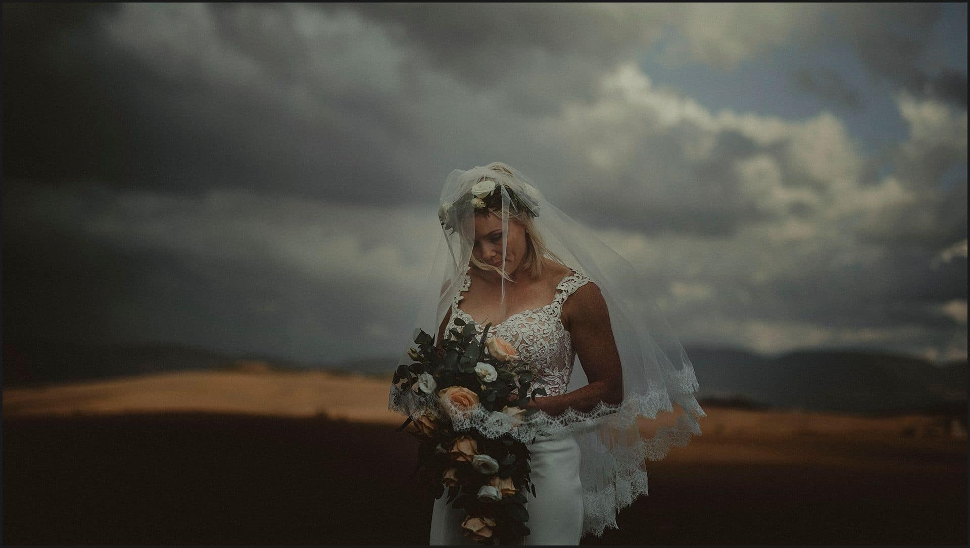 bride, val d'orcia, flowers, bouquet, veil, locanda in tuscany, destination wedding photographer