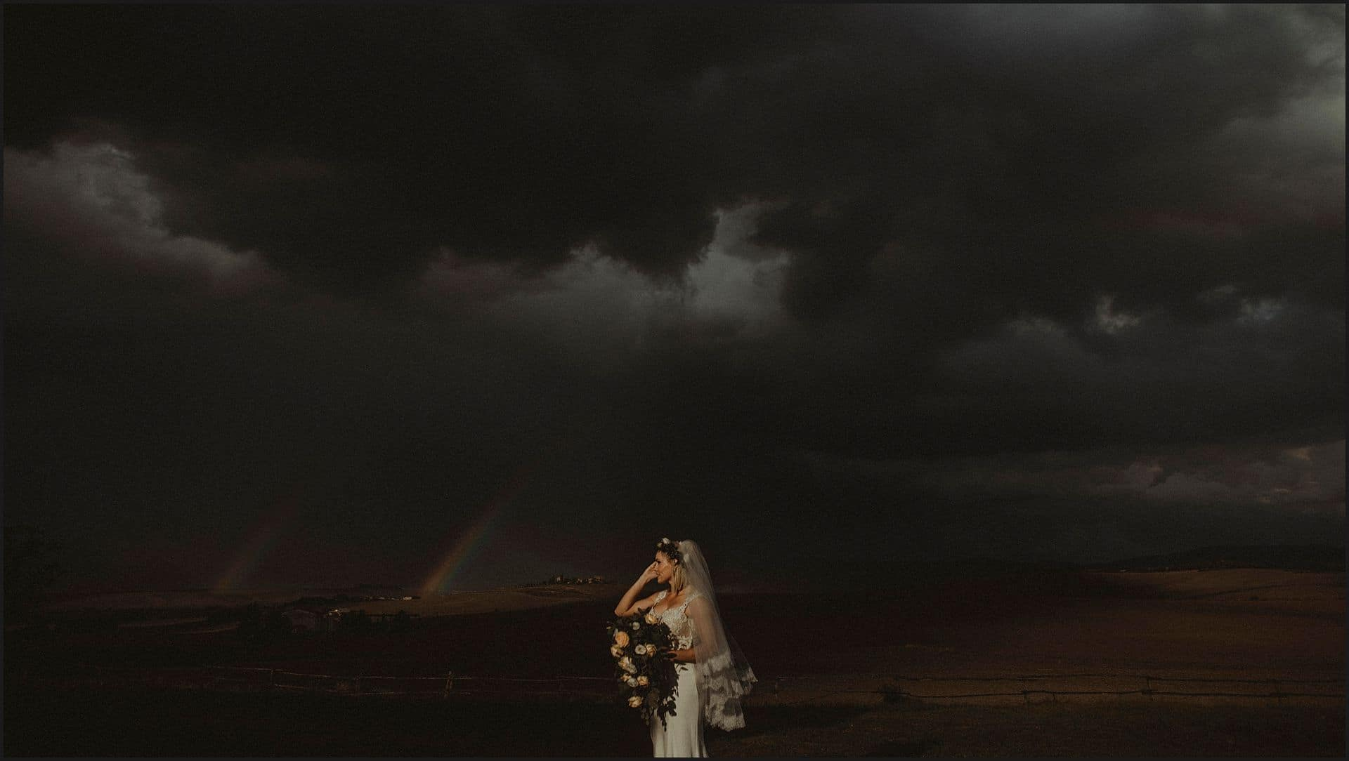bride, rainbow, countryside, panorama, tuscan view, elopement, intimate wedding