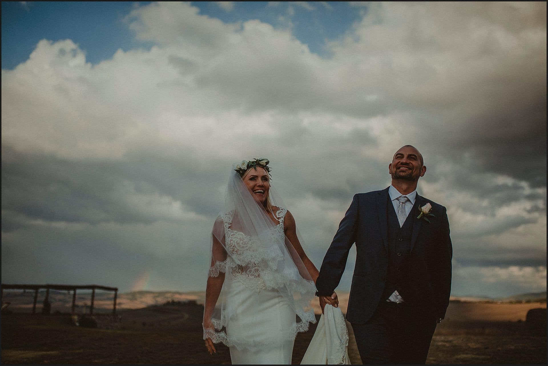 bride, groom, tuscany wedding photographer, wedding in italy, locanda in tuscany, val d'orcia
