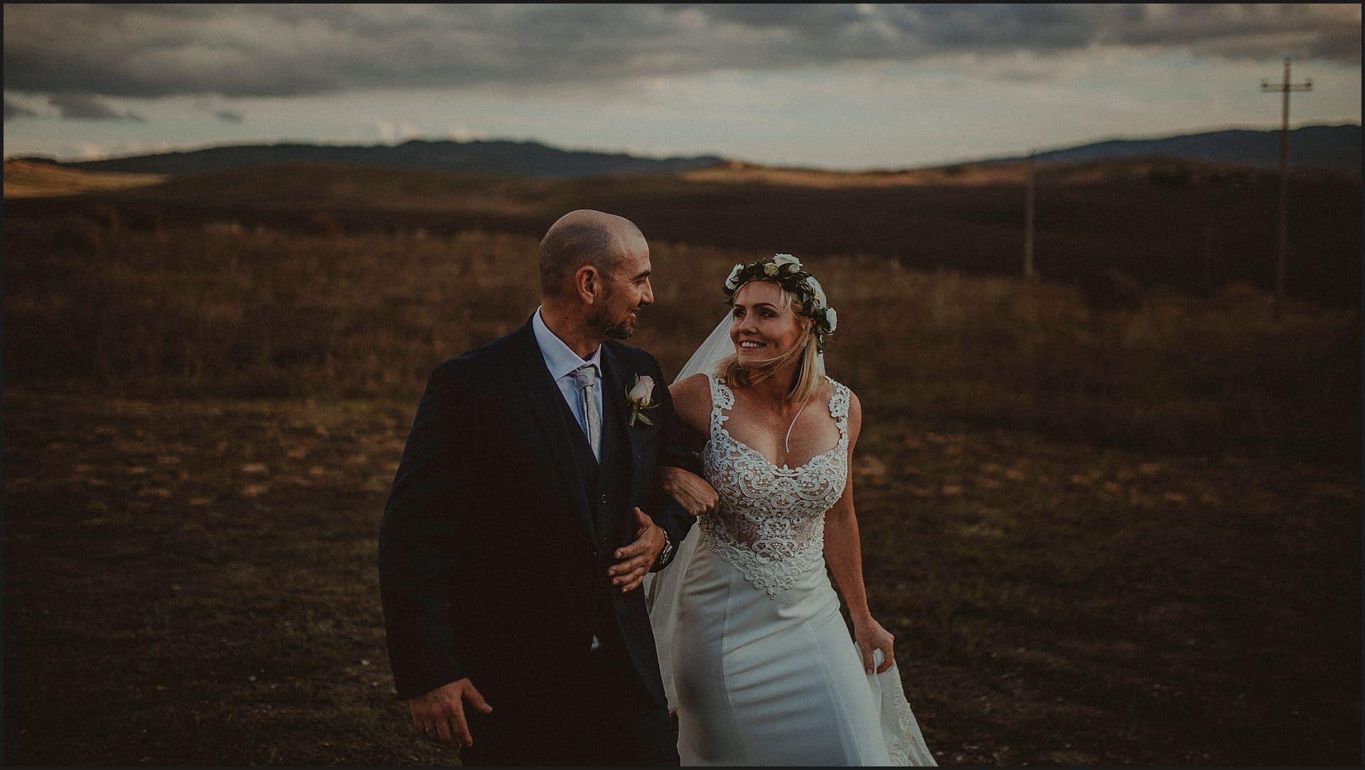 bride and groom, val d'orcia, intimate wedding, elopemet, happy moments