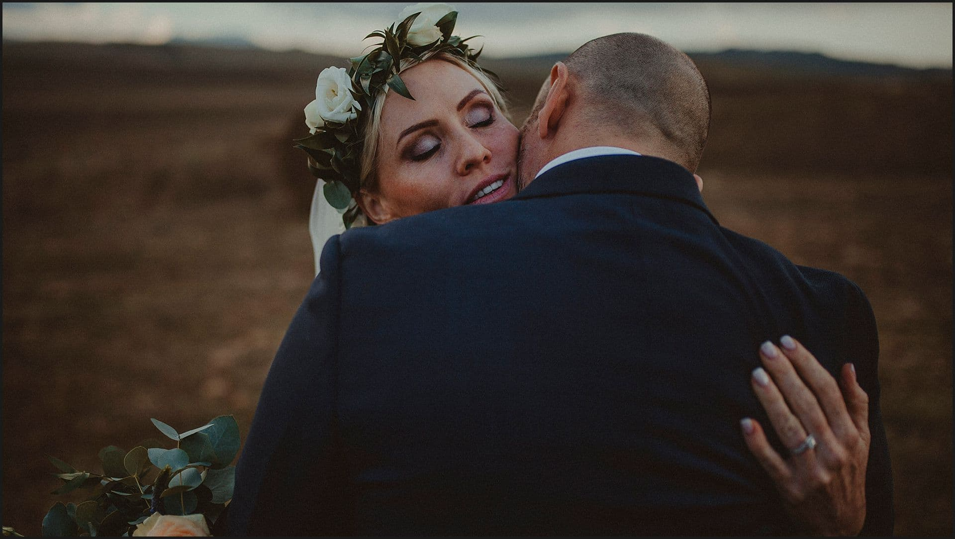 bride, groom, kiss, val d'orcia, tuscany wedding photographer, elopement, intimate wedding, italy