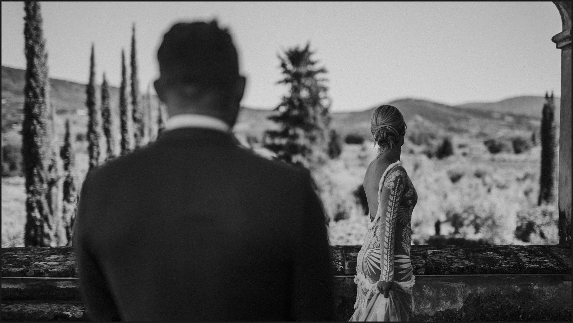 wedding, tuscany, villa medicea di lilliano, elopement wedding, bride, groom, elegance, black and white