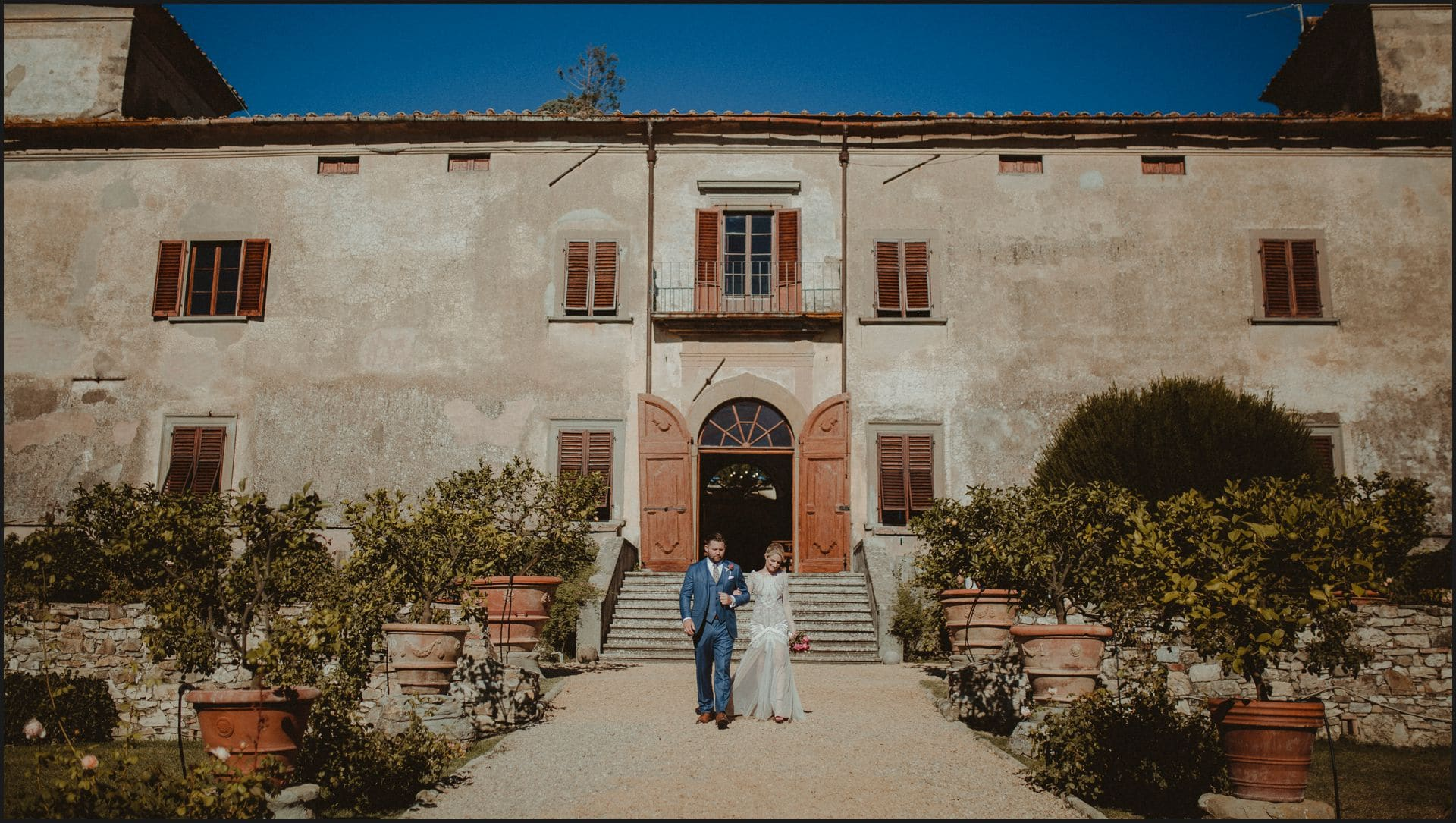 wedding, tuscany, villa medicea di lilliano, elopement wedding, bride, groom, candid