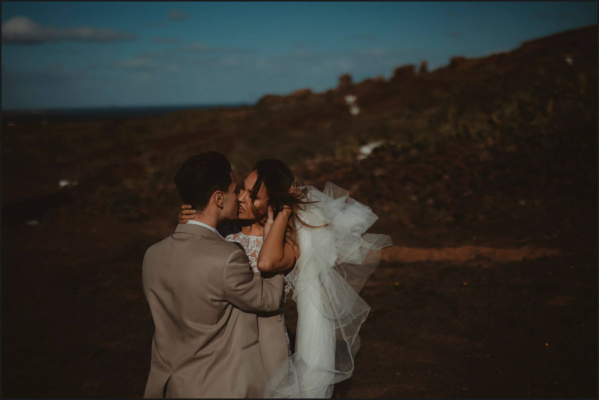 lanzarote, wedding, elopement, bride, groom, kiss