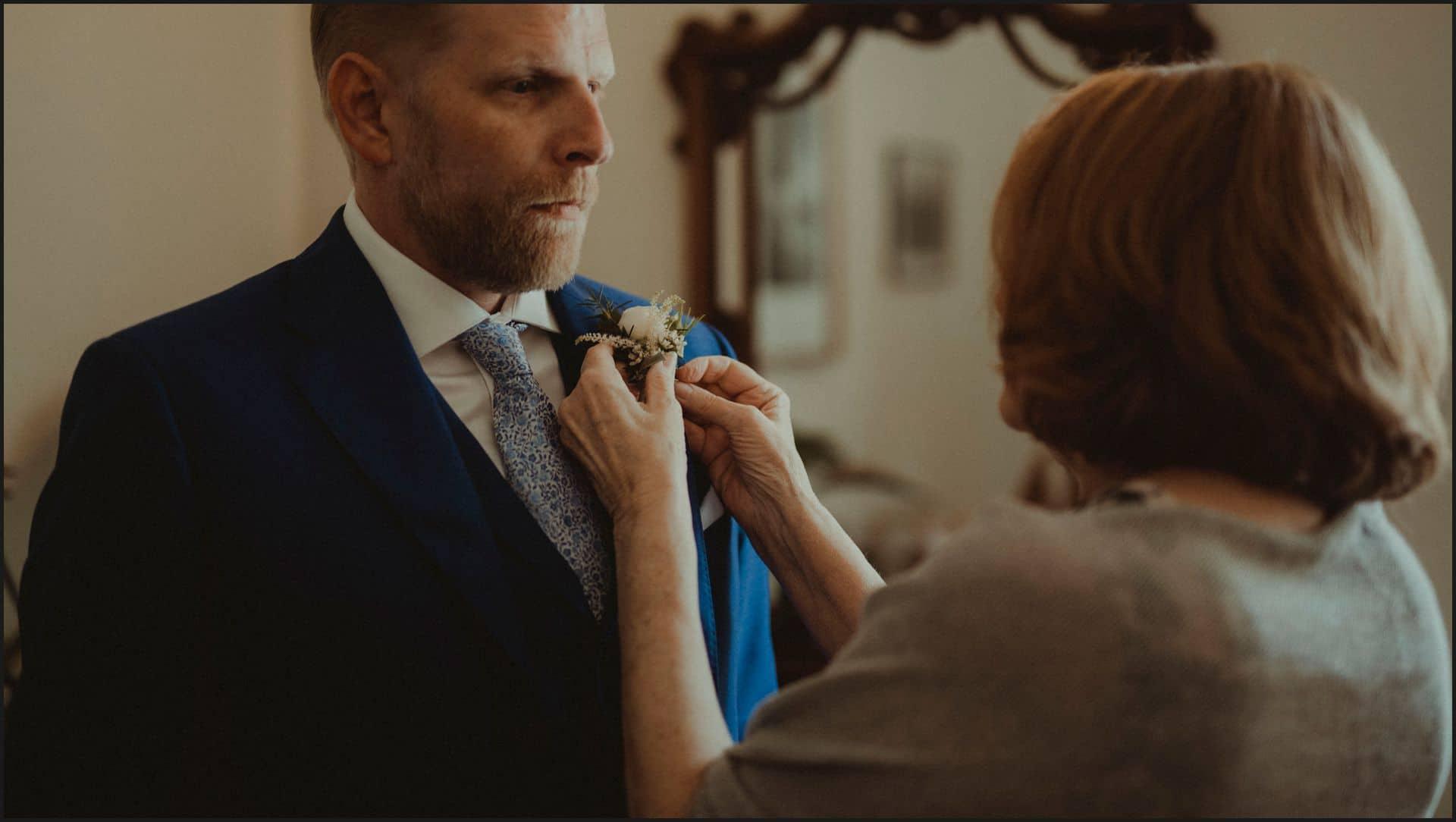 tuscany, destination wedding, chianti, flowers, groom