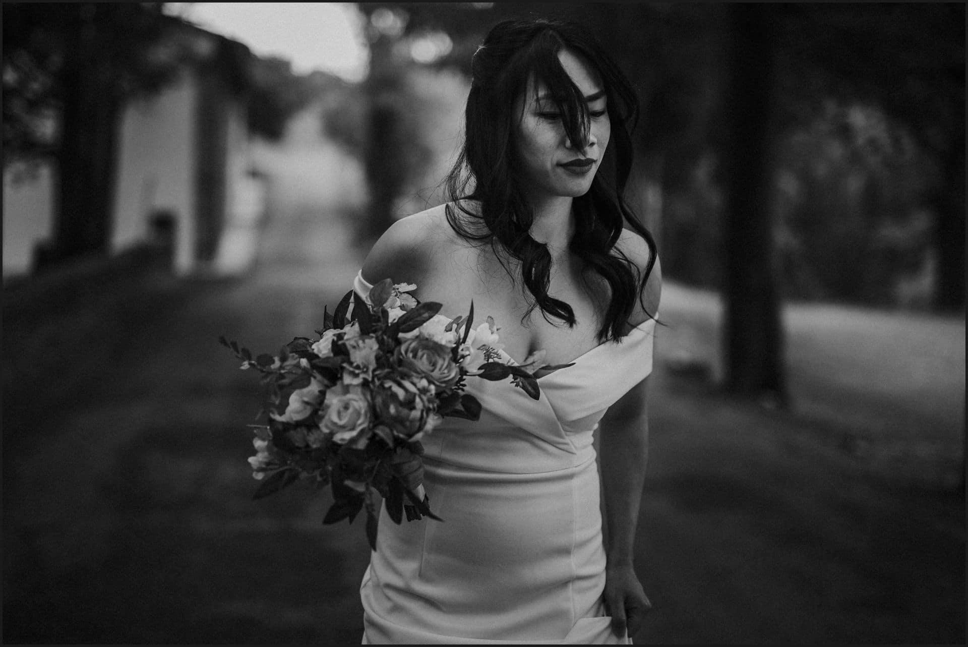 destination wedding, castello del trebbio, tuscany, black and white, bride